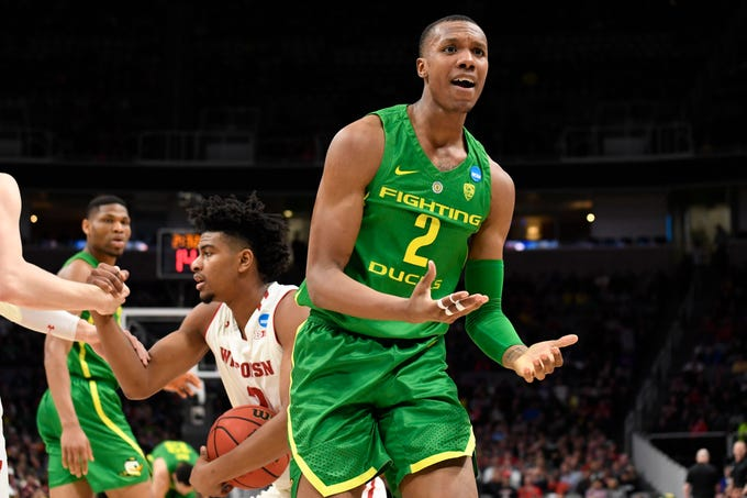 Mar 22, 2019; San Jose, CA, USA; Oregon Ducks forward Louis King (2) reacts during the first half in the first round of the 2019 NCAA Tournament against the Wisconsin Badgers at SAP Center. Mandatory Credit: Kelley L Cox-USA TODAY Sports