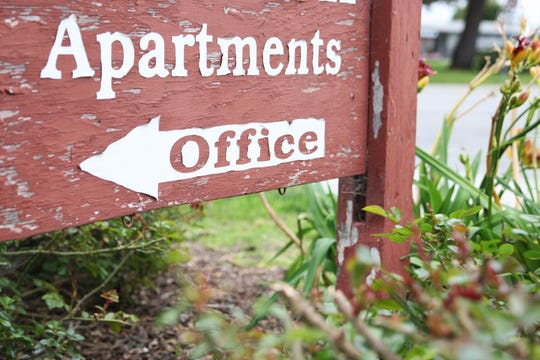 A sign leads visitors and hopeful renters to the apartment complex front office. March 22, 2019.