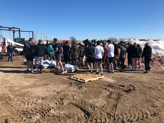 The Dell Rapids boys and girls track teams used one of its practice sessions to fill sandbags last week.