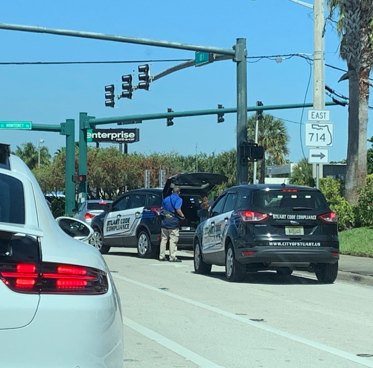 Railroad gates stuck in down position for half hour in Stuart; caused traffic delays