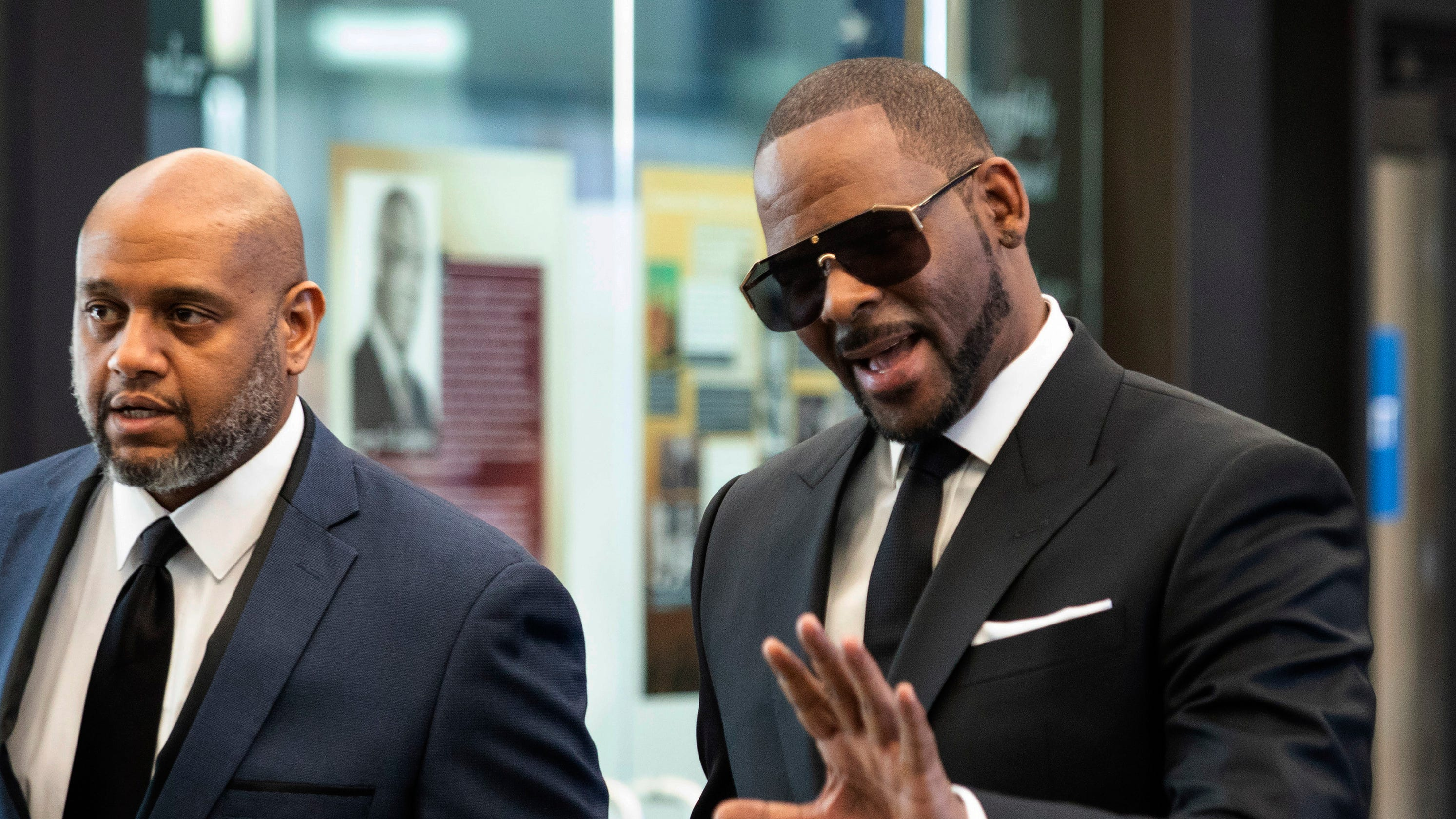 R  Kelly lawyers ask judge to delay ruling on overseas travel