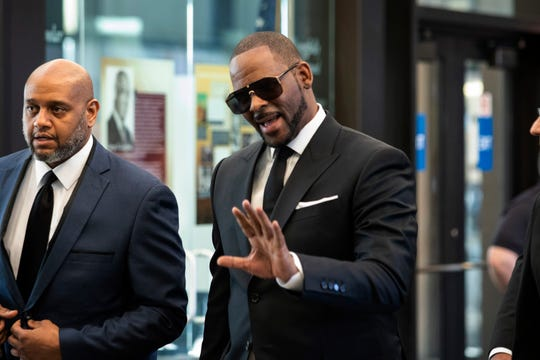R. Kelly enters Chicago's Leighton Criminal Courthouse on March 22, 2019, for a hearing in his sex-abuse case.