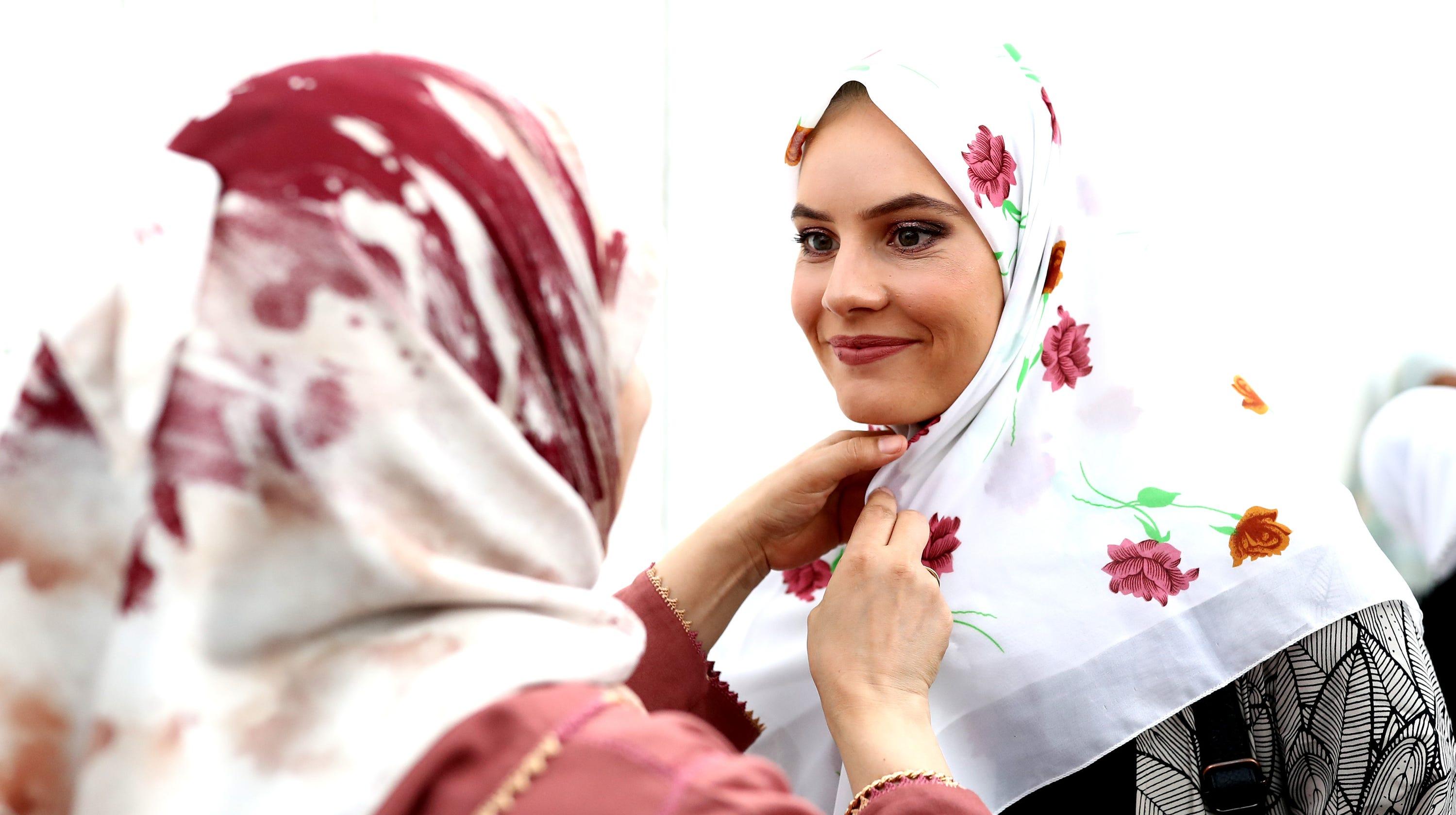 9085268eff1 New Zealand mosque shootings  Women wear headscarves with Muslims