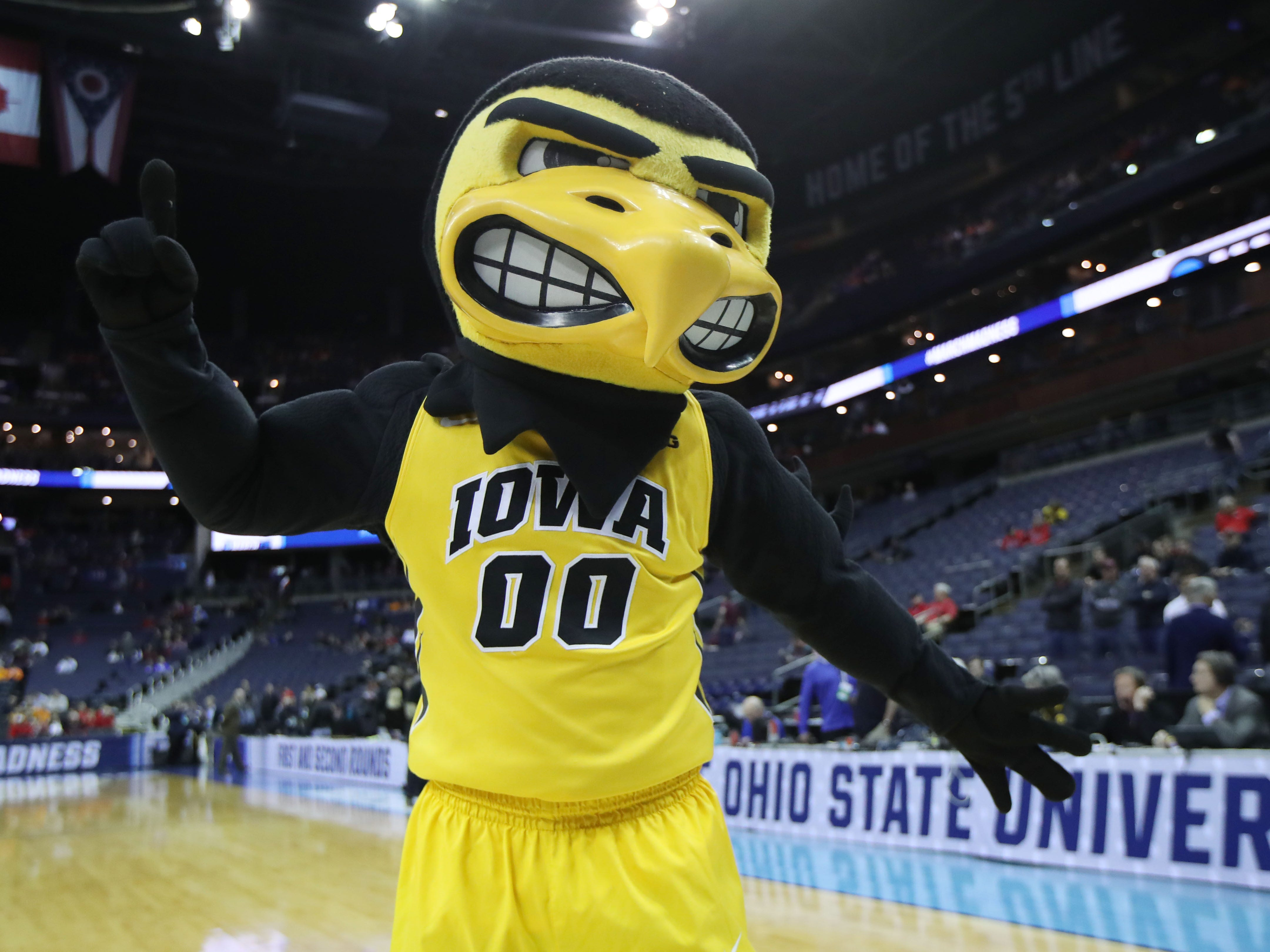 First round: The Iowa Hawkeyes mascot before the game against the Cincinnati Bearcats.