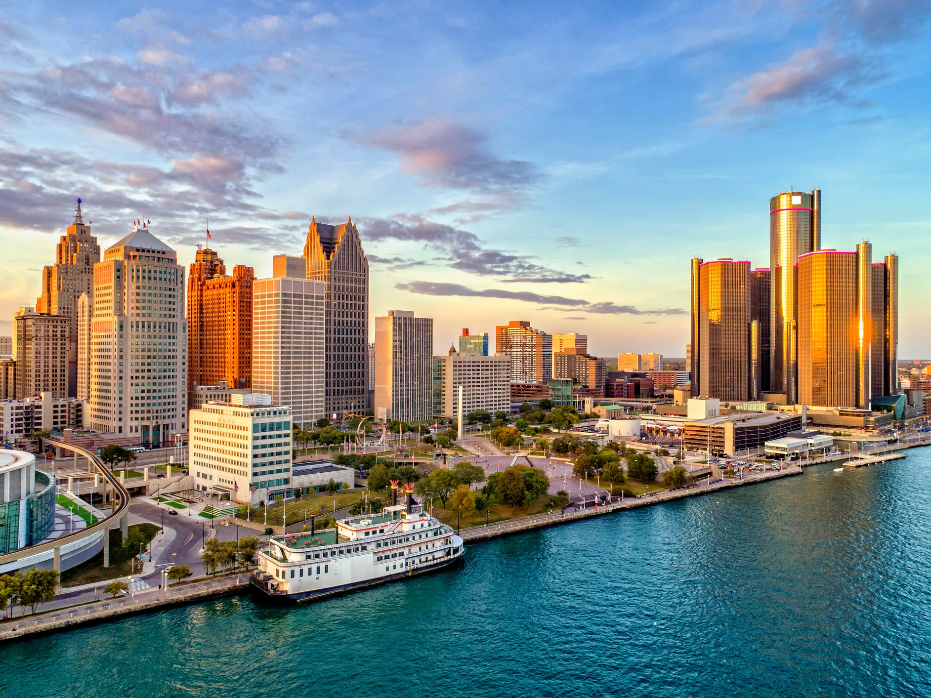 A great spring break trip doesn't need to break the bank. Here are Expedia's top 20 destinations where round-trip airfare costs $500 or less. No. 1: Detroit.