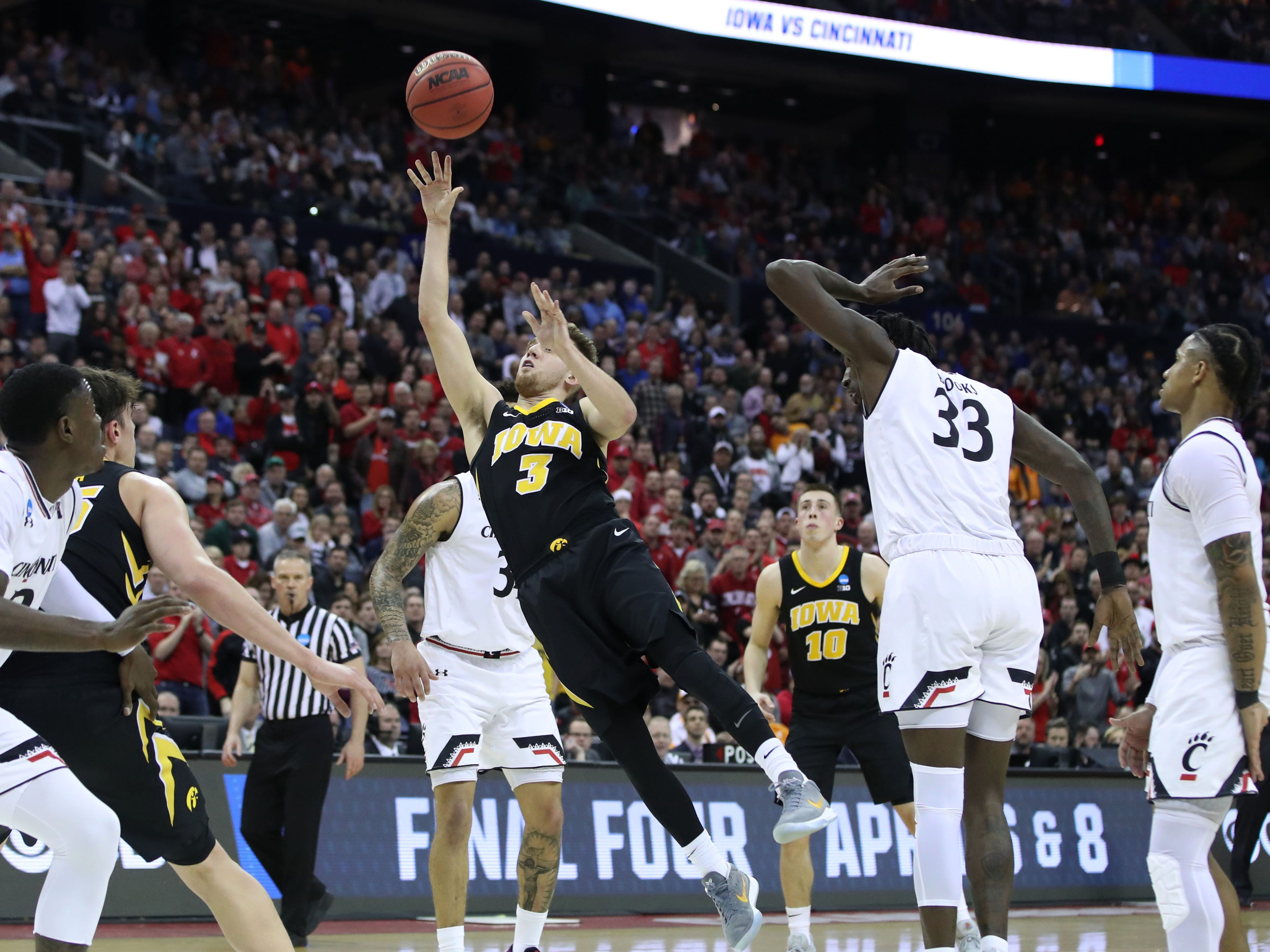First round: Iowa Hawkeyes guard Jordan Bohannon shoots the ball during his team's win over the Cincinnati Bearcats.