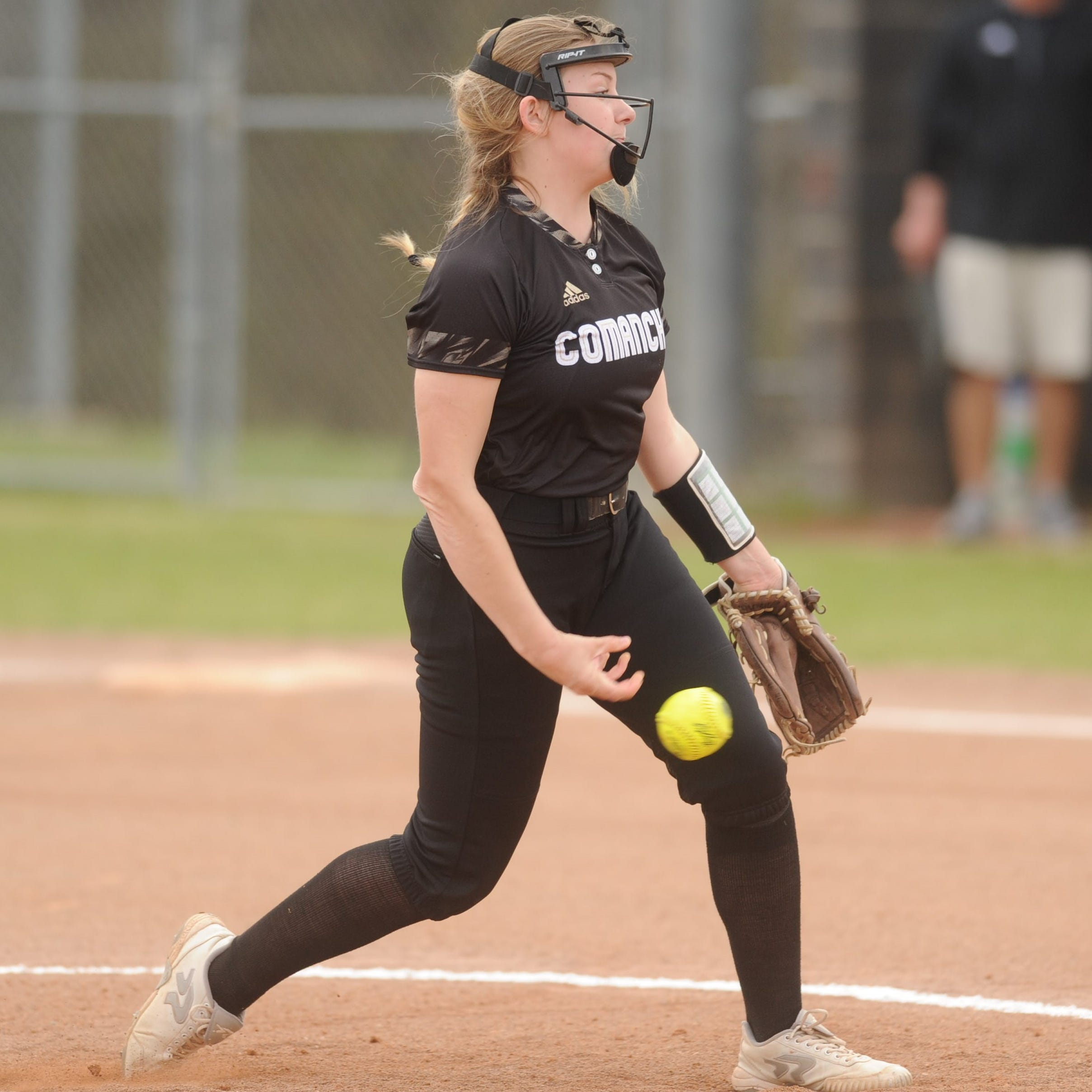 Comanche pitcher Chloe Williams shines in key District 6-3A softball win over Eastland