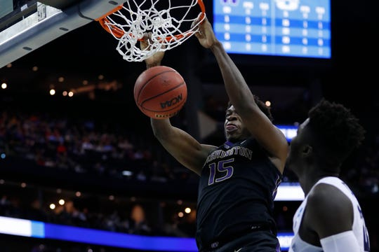 Washington Huskies forward Noah Dickerson (15) dunks the ball in the first half in the first round of the 2019 NCAA Tournament at Nationwide Arena.