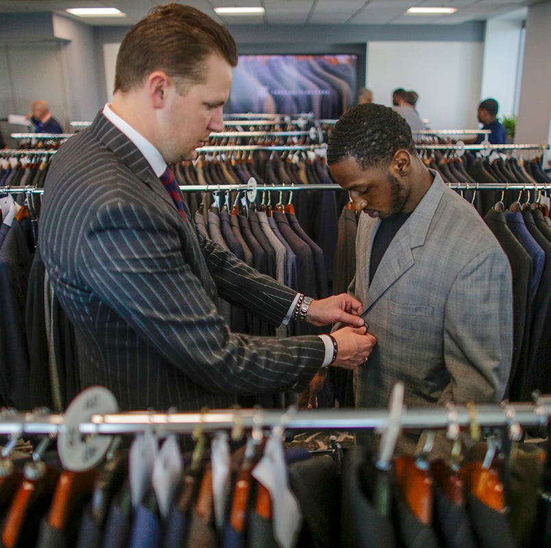 Detroit students receive free suits, career tips at downtown event