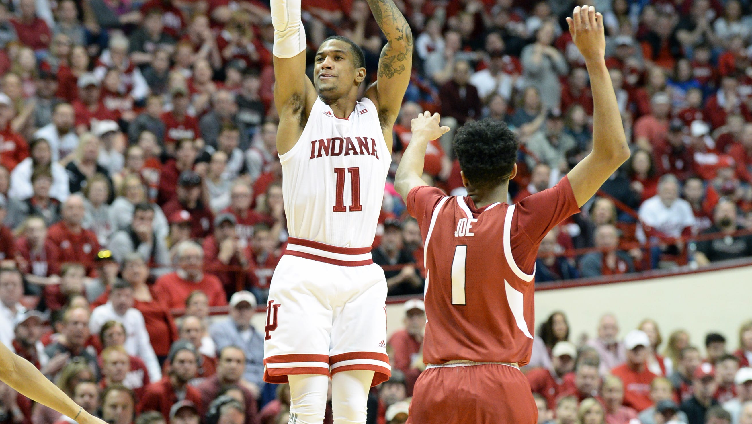 Indiana Hoosiers guard Devonte Green (11) shoots...