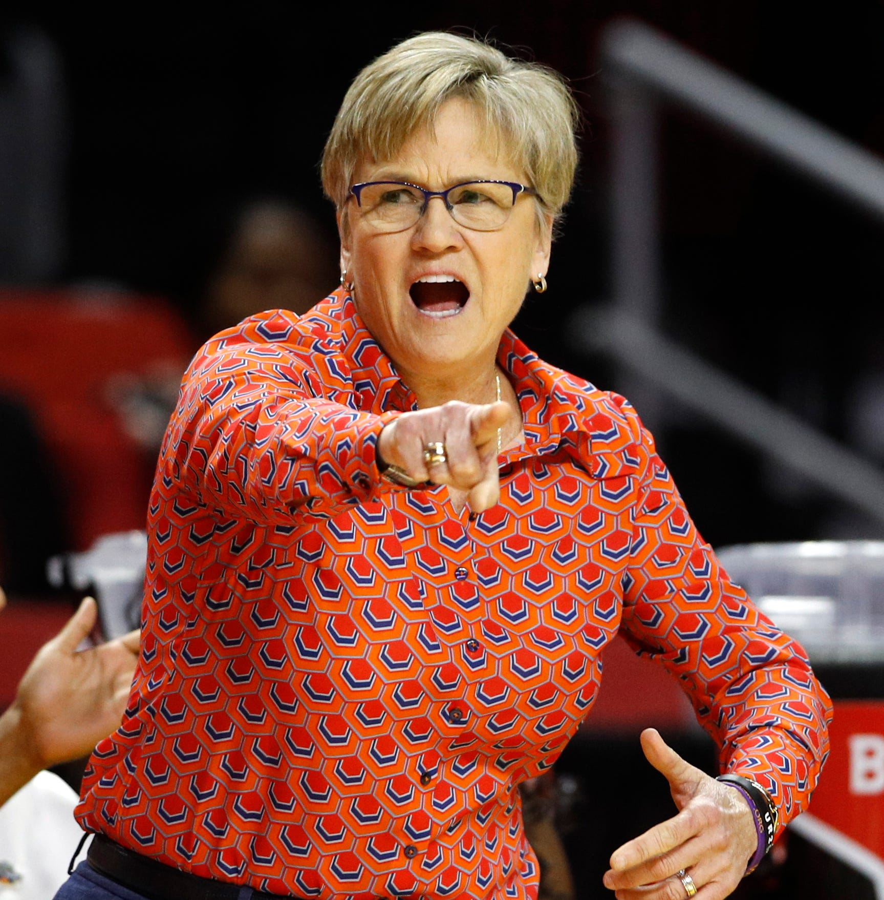 After Lady Vols eliminated, Holly Warlick says future at Tennessee 'out of my control'