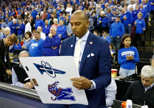 Memphis Tigers head coach Penny Hardaway gets ready for the start of the team's second round NIT game against Creighton Friday, March 22, 2019, in Omaha, Neb.,