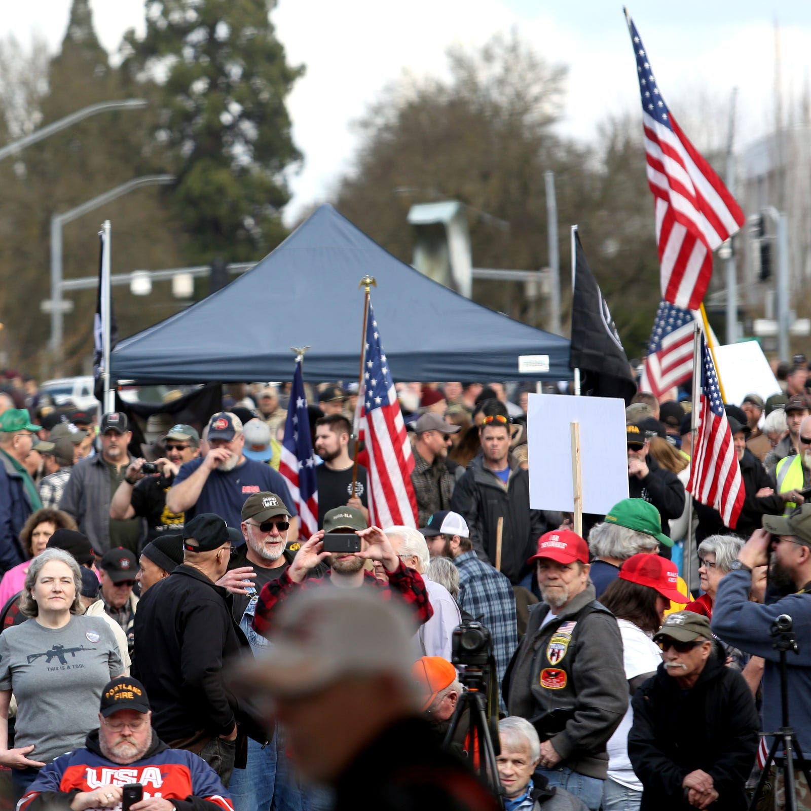'Defend the 2nd Rally' brings thousands to Oregon State Capitol