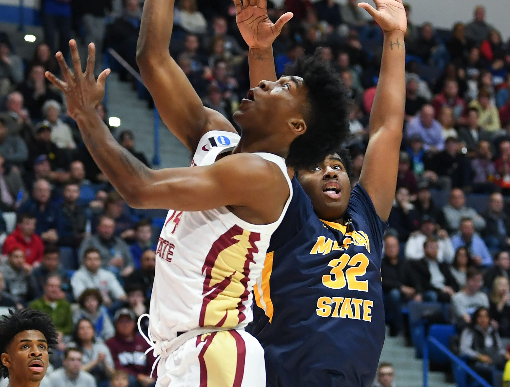 Mar 23, 2019; Hartford, CT, USA; Florida State Seminoles guard Terance Mann (14) attempts a layup in front of Murray State Racers forward Darnell Cowart (32) during the first half of a game in the second round of the 2019 NCAA Tournament at XL Center. Mandatory Credit: Robert Deutsch-USA TODAY Sports