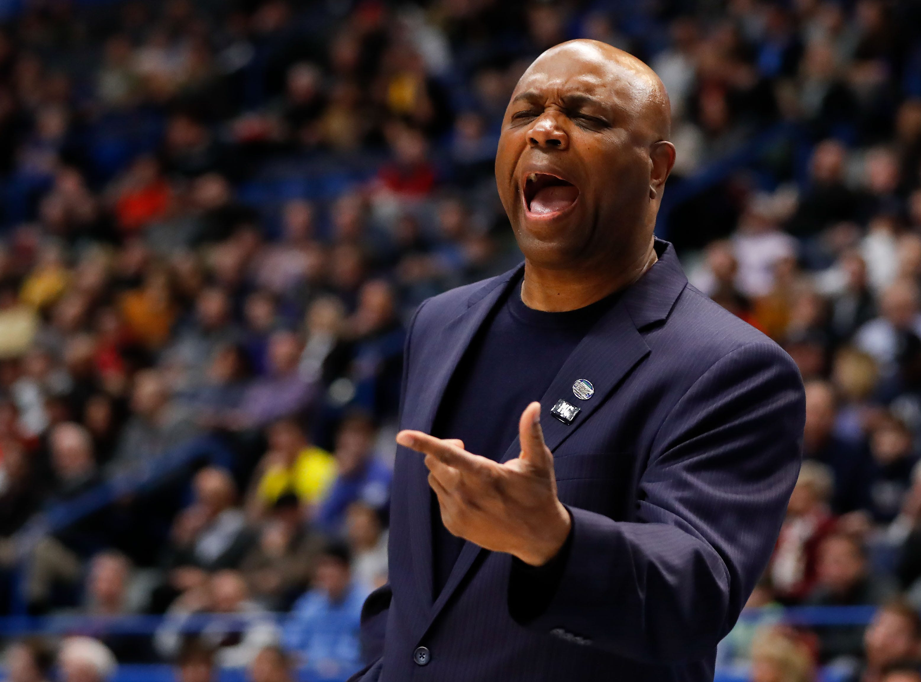 Mar 23, 2019; Hartford, CT, USA; Florida State Seminoles head coach Leonard Hamilton reacts to a play against the Murray State Racers during the first half of a game in the second round of the 2019 NCAA Tournament at XL Center. Mandatory Credit: David Butler II-USA TODAY Sports