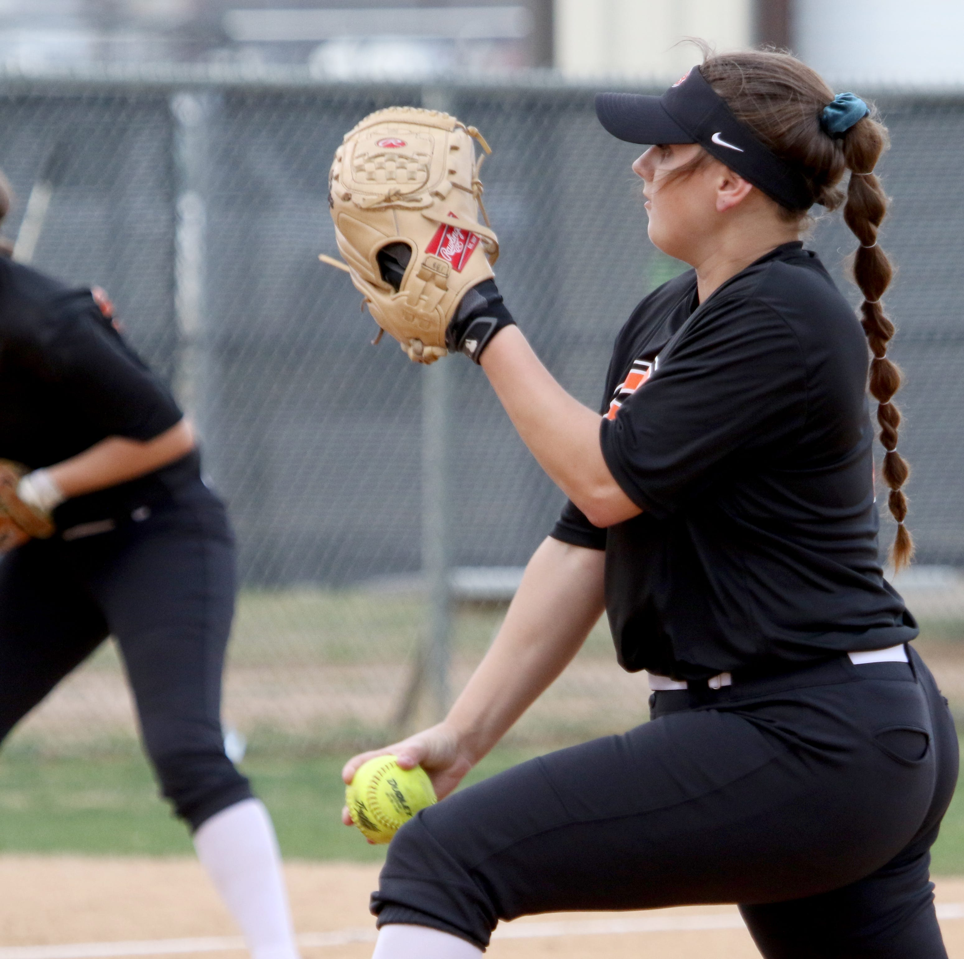Softball roundup: Holliday holds off City View; Henrietta scores 21 in first inning