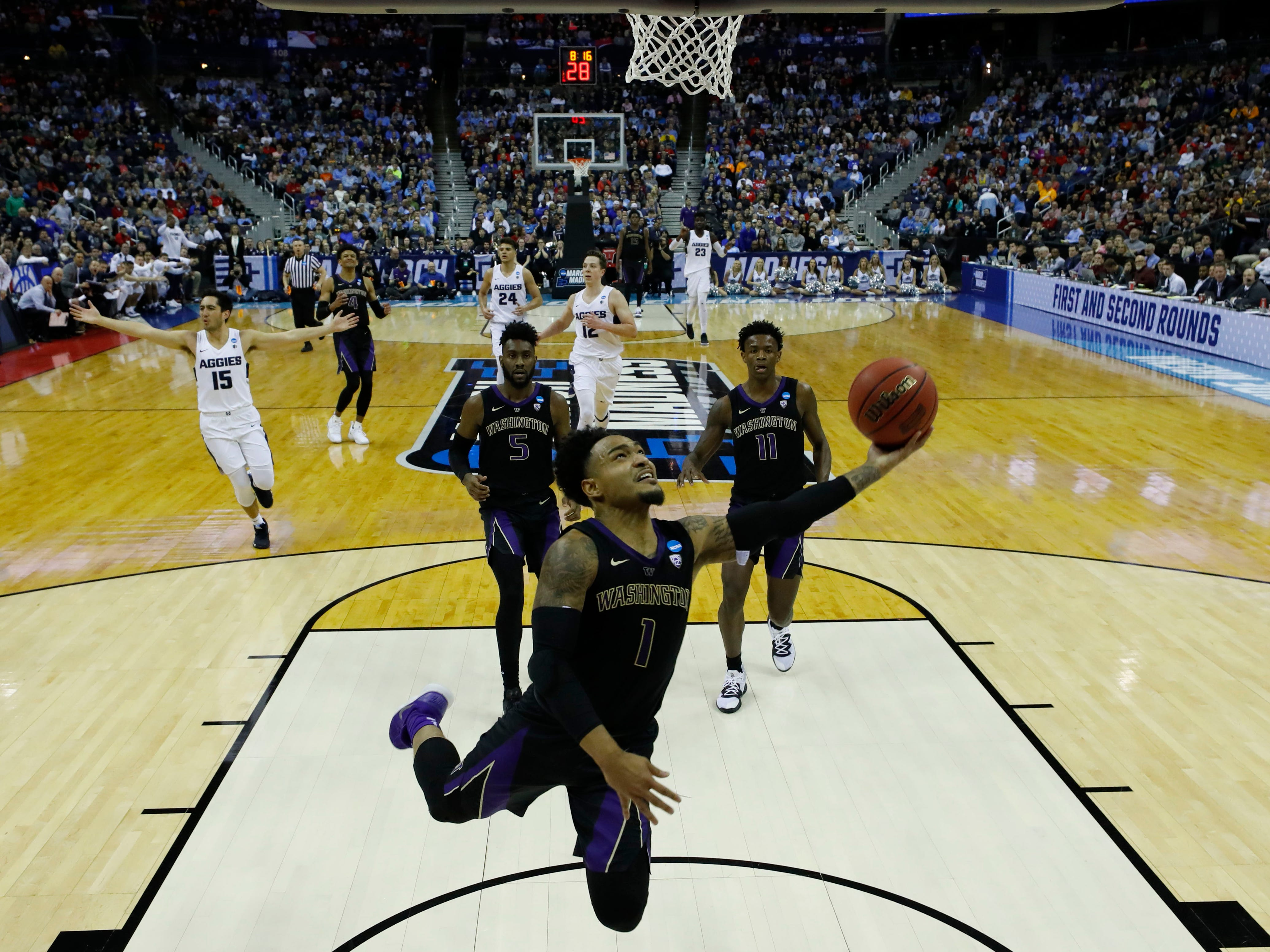 First round: Washington Huskies guard David Crisp shoots the ball in the second half against the Utah State Aggies.