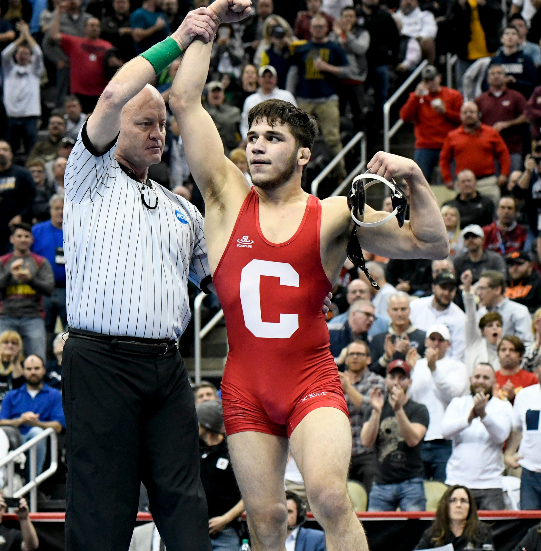 NCAA Wrestling: Cornell's Yianni Diakomihalis wins second straight national title