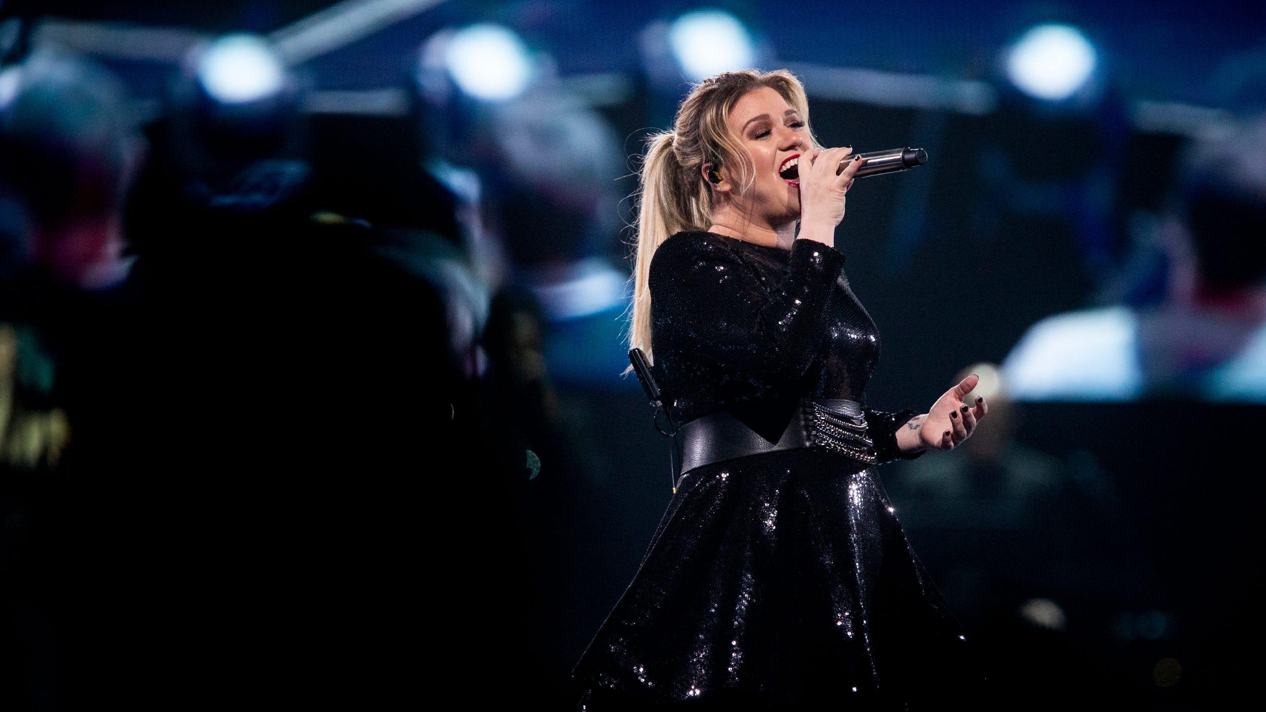 GALLERY: Kelly Clarkson, Kelsea Ballerini & The Voice's Brynn Cartelli perform at US Bank