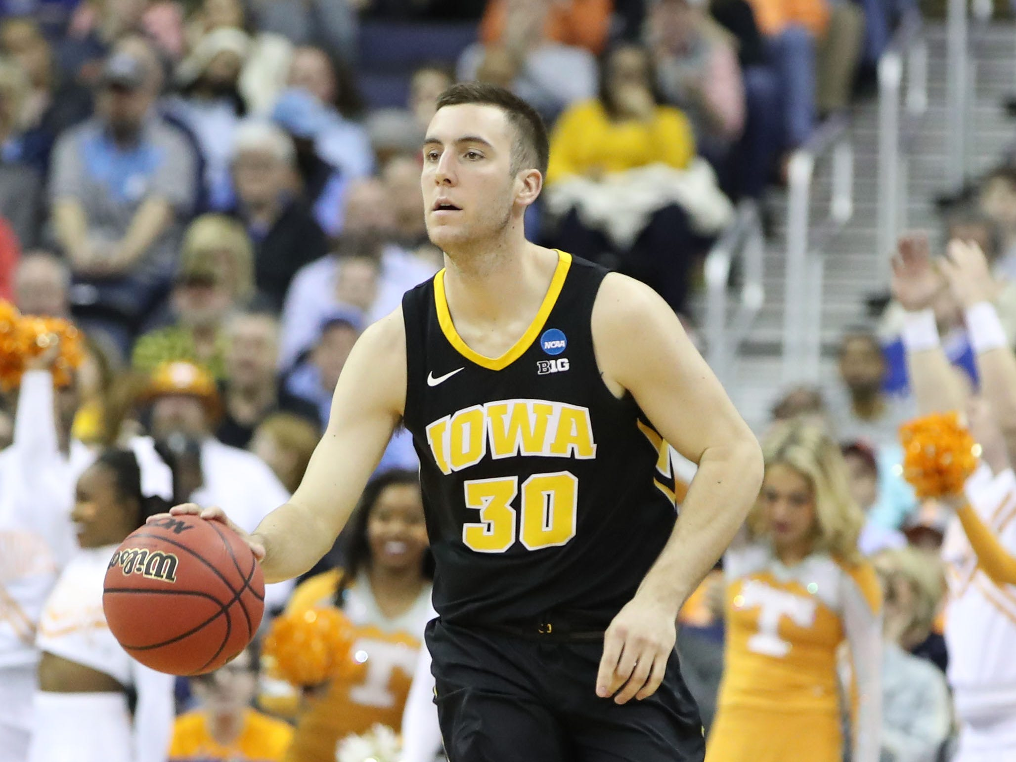 Iowa Hawkeyes guard Jordan Bohannon (3) dribbles down the court in the second half against the Tennessee Volunteers in the second round of the 2019 NCAA Tournament at Nationwide Arena.