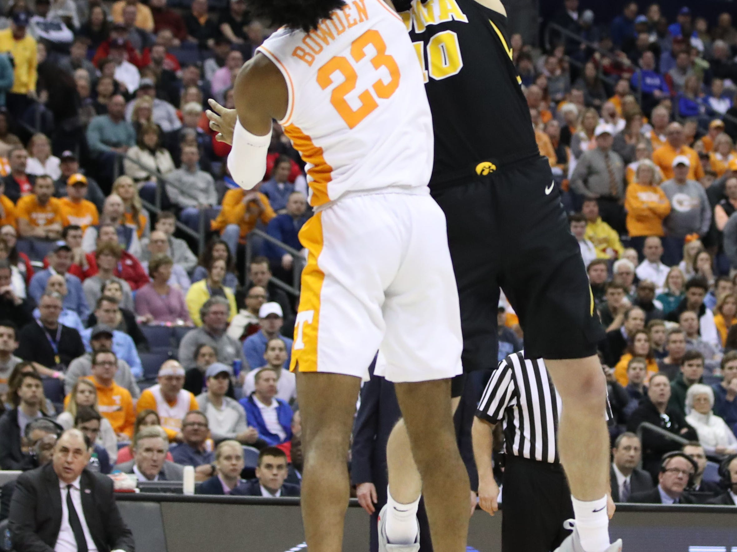 Iowa Hawkeyes guard Joe Wieskamp (10) shoots the ball defended by Tennessee Volunteers guard Jordan Bowden (23) in the second half in the second round of the 2019 NCAA Tournament at Nationwide Arena.