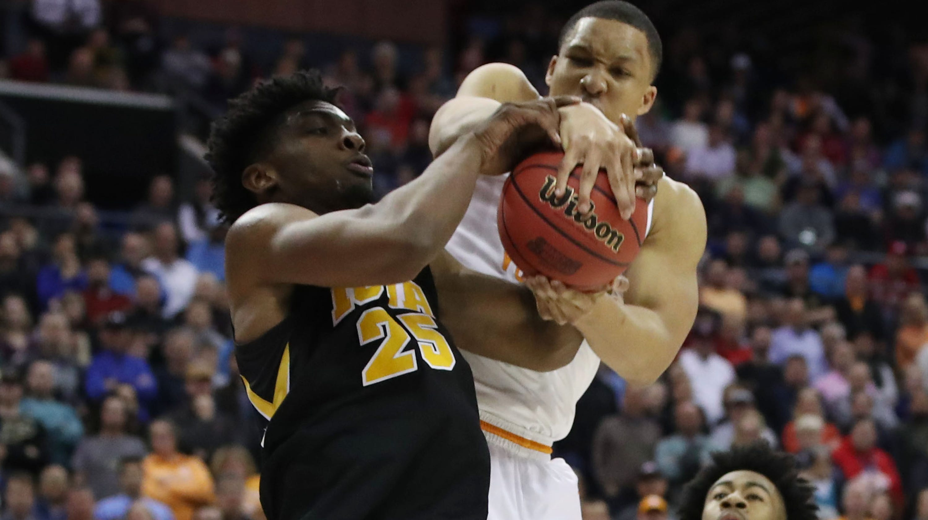 6a73830180d March Madness  Grant Williams saves Tennessee against Iowa