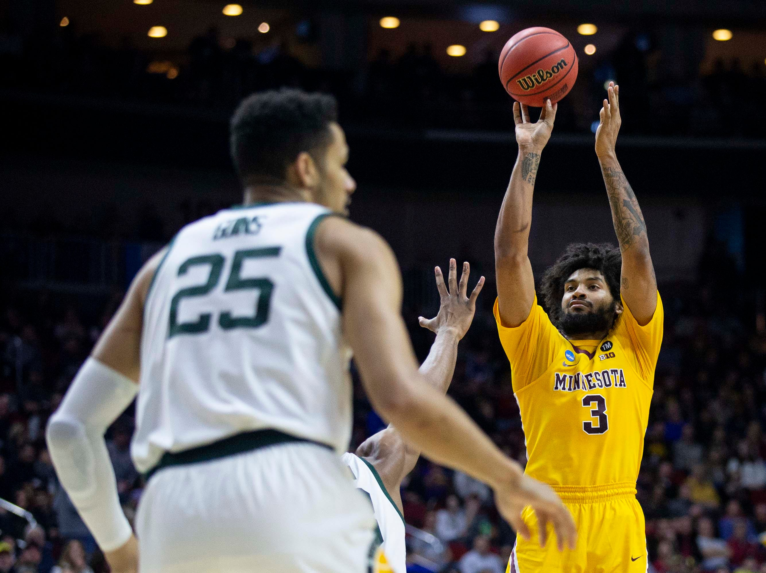 Minnesota's Jordan Murphy shoots the ball during the NCAA Tournament second-round match-up between Minnesota and Michigan State on Saturday, March 23, 2019, in Wells Fargo Arena in Des Moines, Iowa.