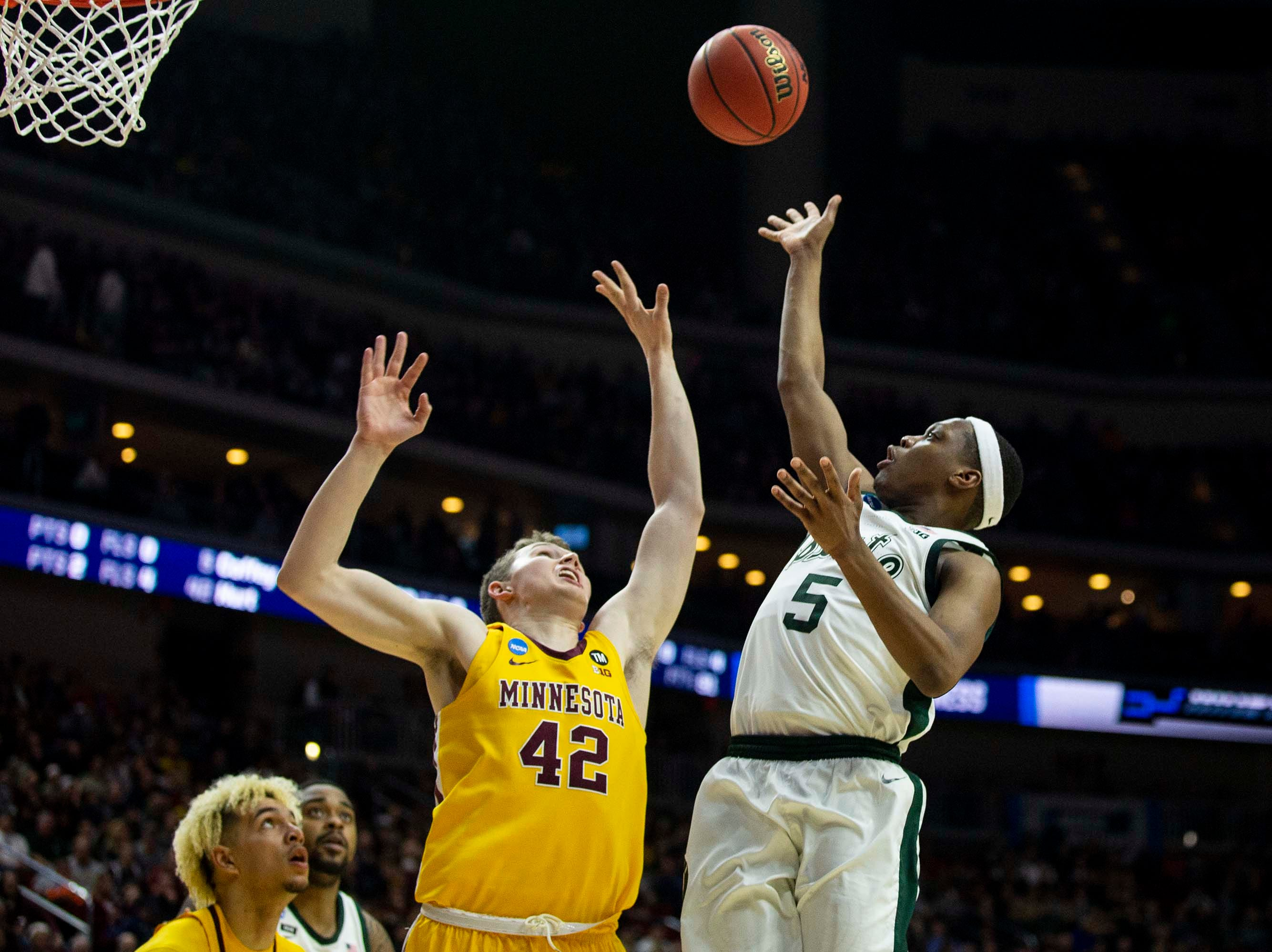 Michigan State's Cassius Winston shoots the ball during the NCAA Tournament second-round match-up between Minnesota and Michigan State on Saturday, March 23, 2019, in Wells Fargo Arena in Des Moines, Iowa.