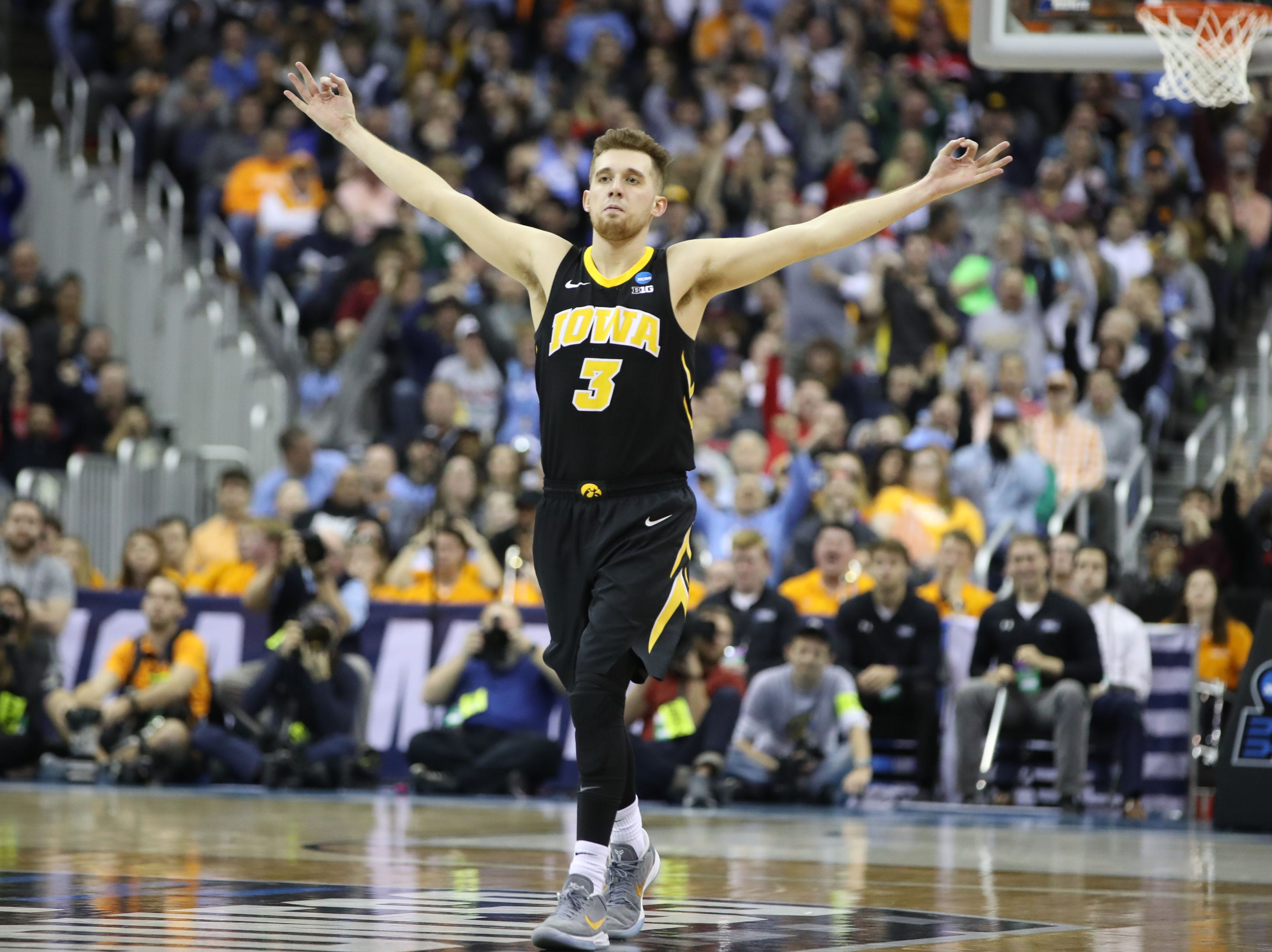 Iowa Hawkeyes guard Jordan Bohannon (3) celebrates a play in the second half against the Tennessee Volunteers in the second round of the 2019 NCAA Tournament at Nationwide Arena.