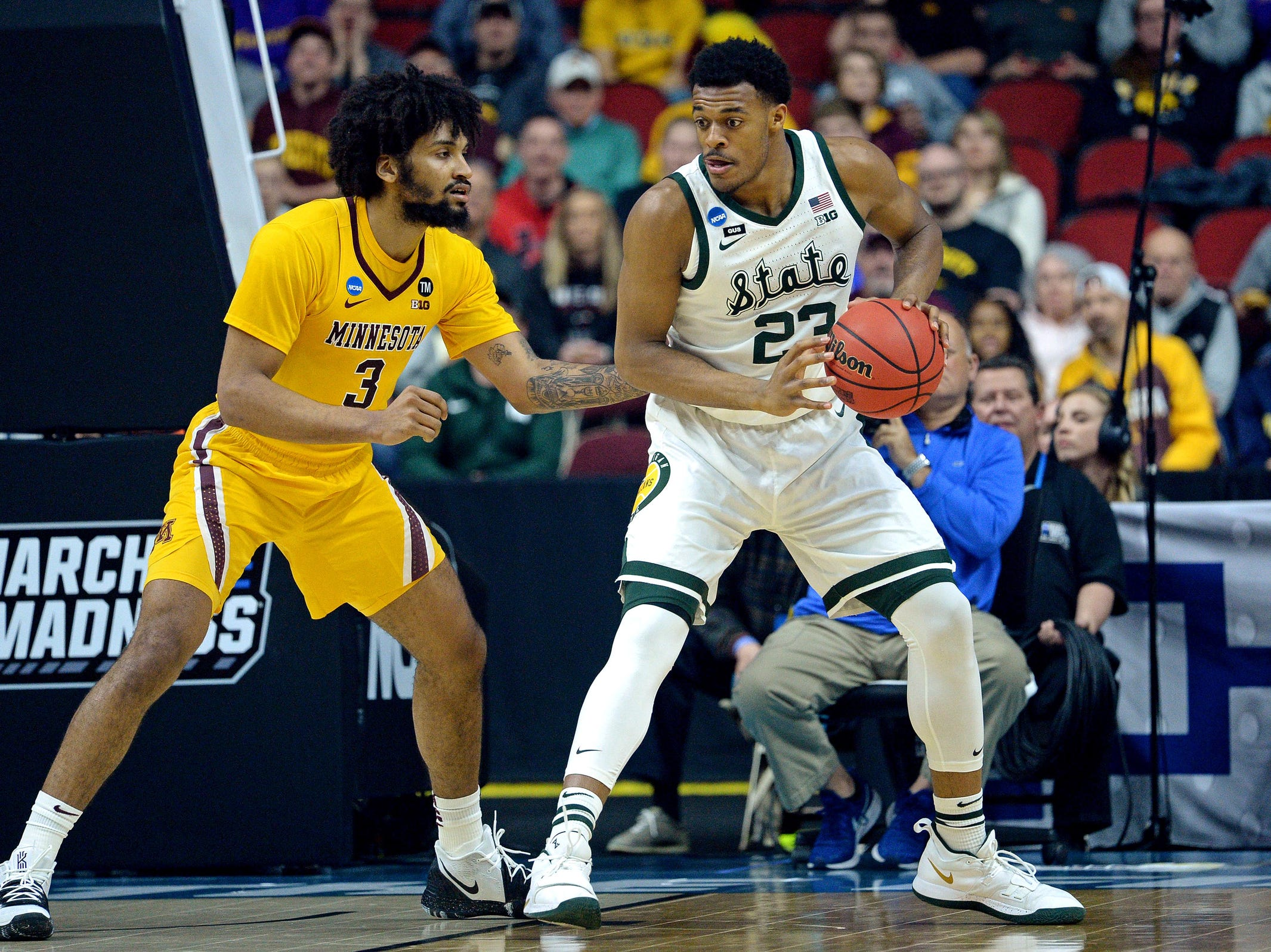 Michigan State forward Xavier Tillman handles the ball against Minnesota forward Jordan Murphy during the first half of a second round NCAA tournament game in Des Moines, Iowa, Saturday, March 23, 2019.