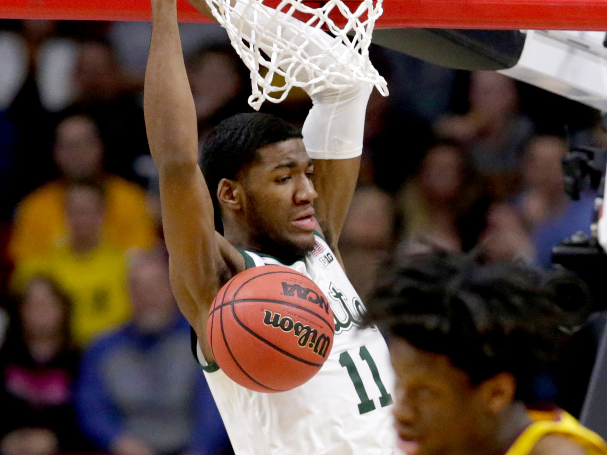 Michigan State's Aaron Henry (11) dunks against Minnesota during the first half of a second round NCAA tournament game in Des Moines, Iowa, Saturday, March 23, 2019.