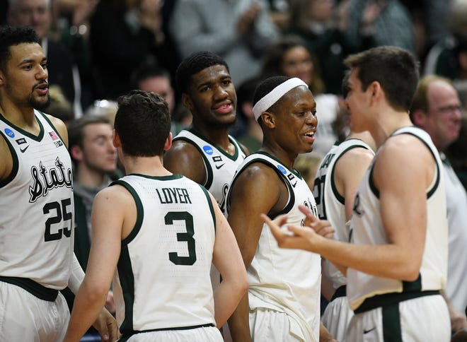 From left, facing, Michigan State's Kenny Goins, Aaron Henry and Cassius Winston react with teammates late in the second half of the win over Minnesota.