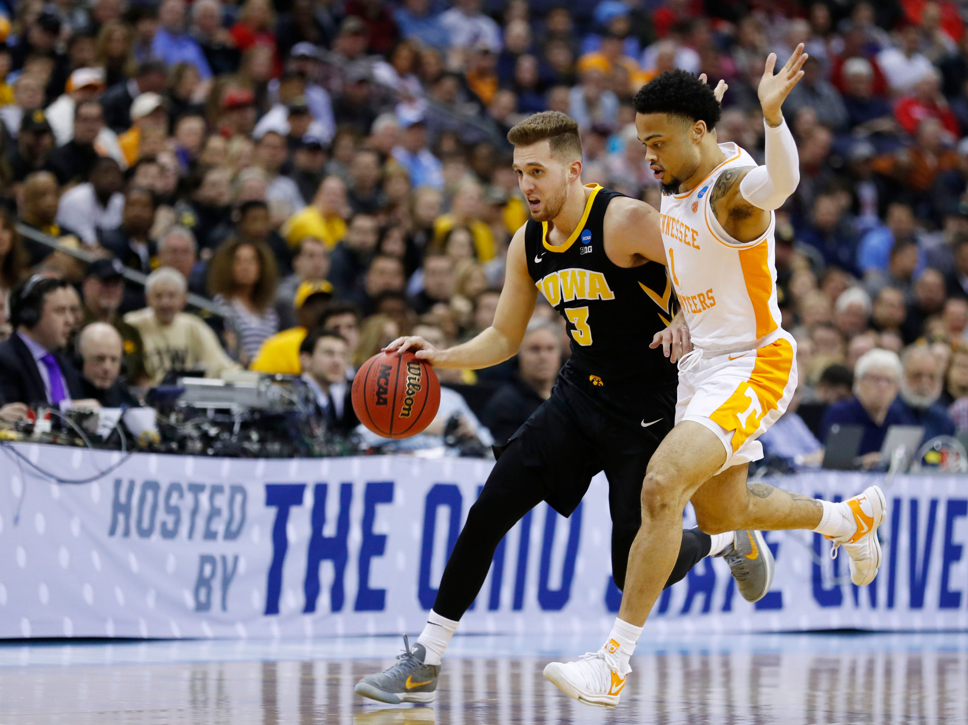 Iowa Hawkeyes guard Jordan Bohannon (3) drives down the court defended by Tennessee Volunteers guard Lamonte Turner (1) in the first half in the second round of the 2019 NCAA Tournament at Nationwide Arena.