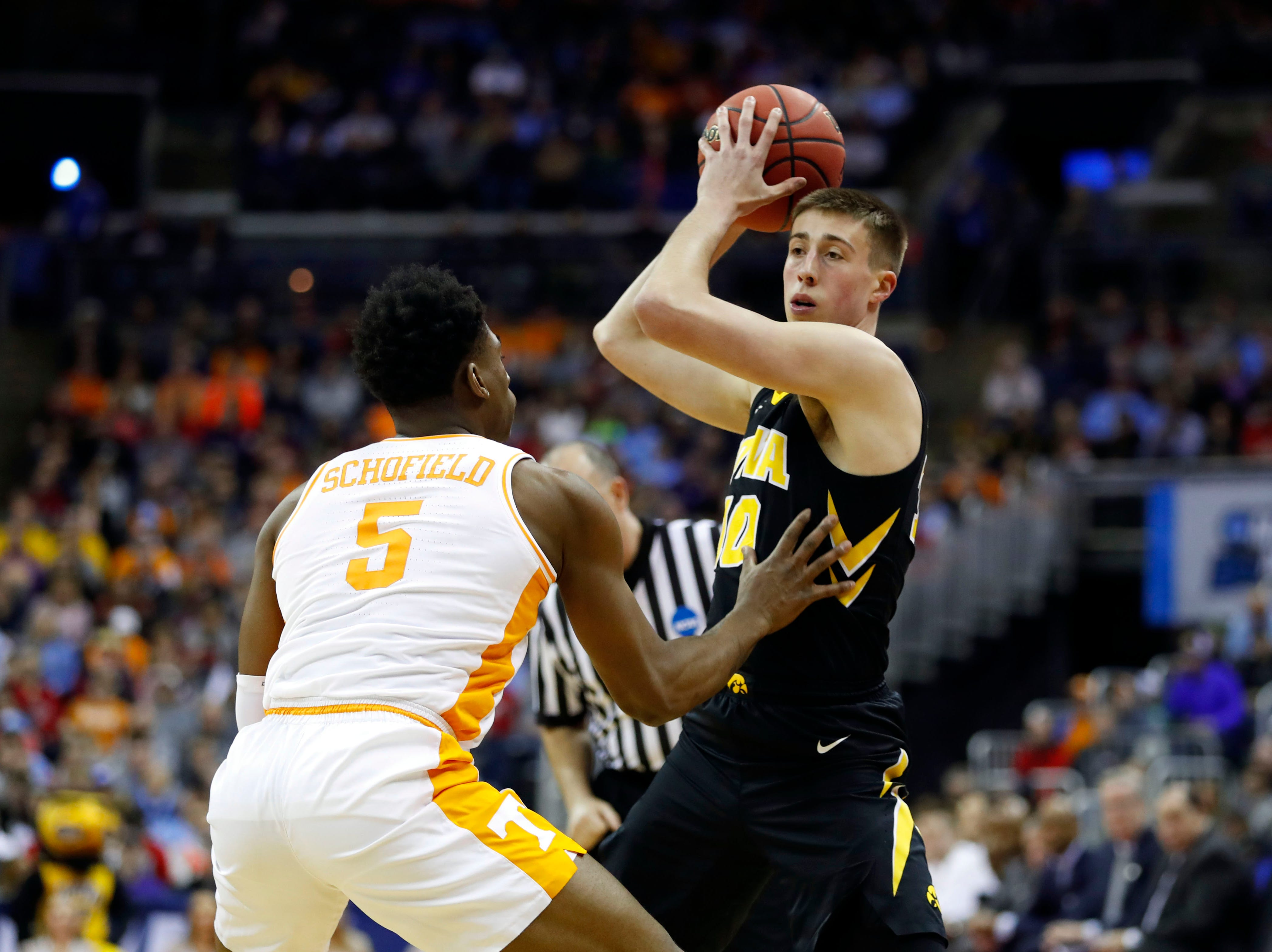Iowa Hawkeyes guard Joe Wieskamp (10) looks to move the ball defended by Tennessee Volunteers guard Admiral Schofield (5) in the first half in the second round of the 2019 NCAA Tournament at Nationwide Arena.
