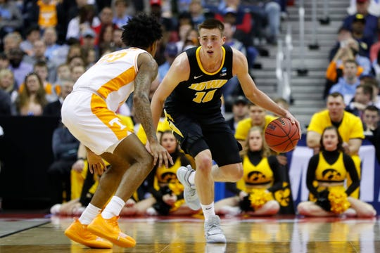Iowa Hawkeyes guard Joe Wieskamp (10) looks to dribble down the court defended by Tennessee Volunteers forward Zach Kent (33) in the second round of the 2019 NCAA Tournament at Nationwide Arena.
