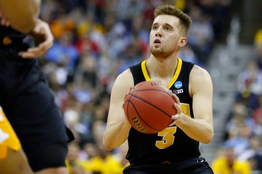 Iowa Hawkeyes guard Jordan Bohannon (3) shoots the ball in the first half against the Tennessee Volunteers in the second round of the 2019 NCAA Tournament at Nationwide Arena.