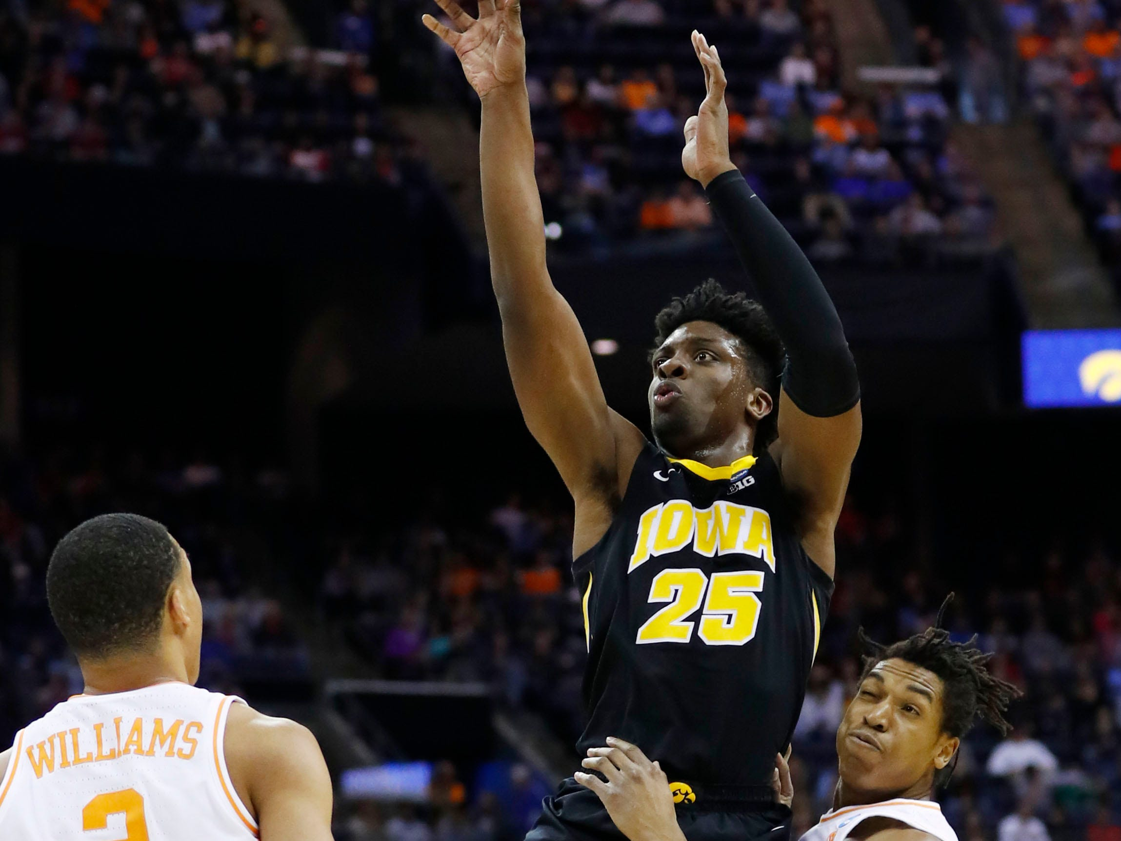 Iowa Hawkeyes forward Tyler Cook (25) shoots the ball in the first half against the Tennessee Volunteers in the second round of the 2019 NCAA Tournament at Nationwide Arena.