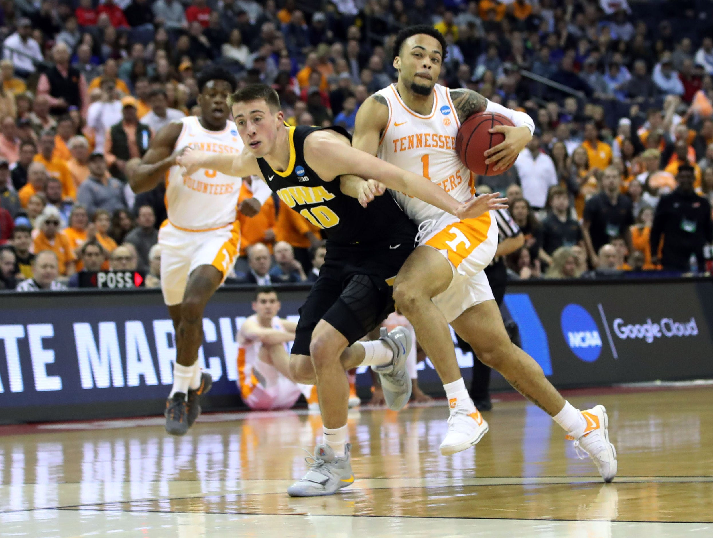 Tennessee Volunteers guard Lamonte Turner (1) drives down the court defended by Iowa Hawkeyes guard Joe Wieskamp (10) in the first half in the second round of the 2019 NCAA Tournament at Nationwide Arena.