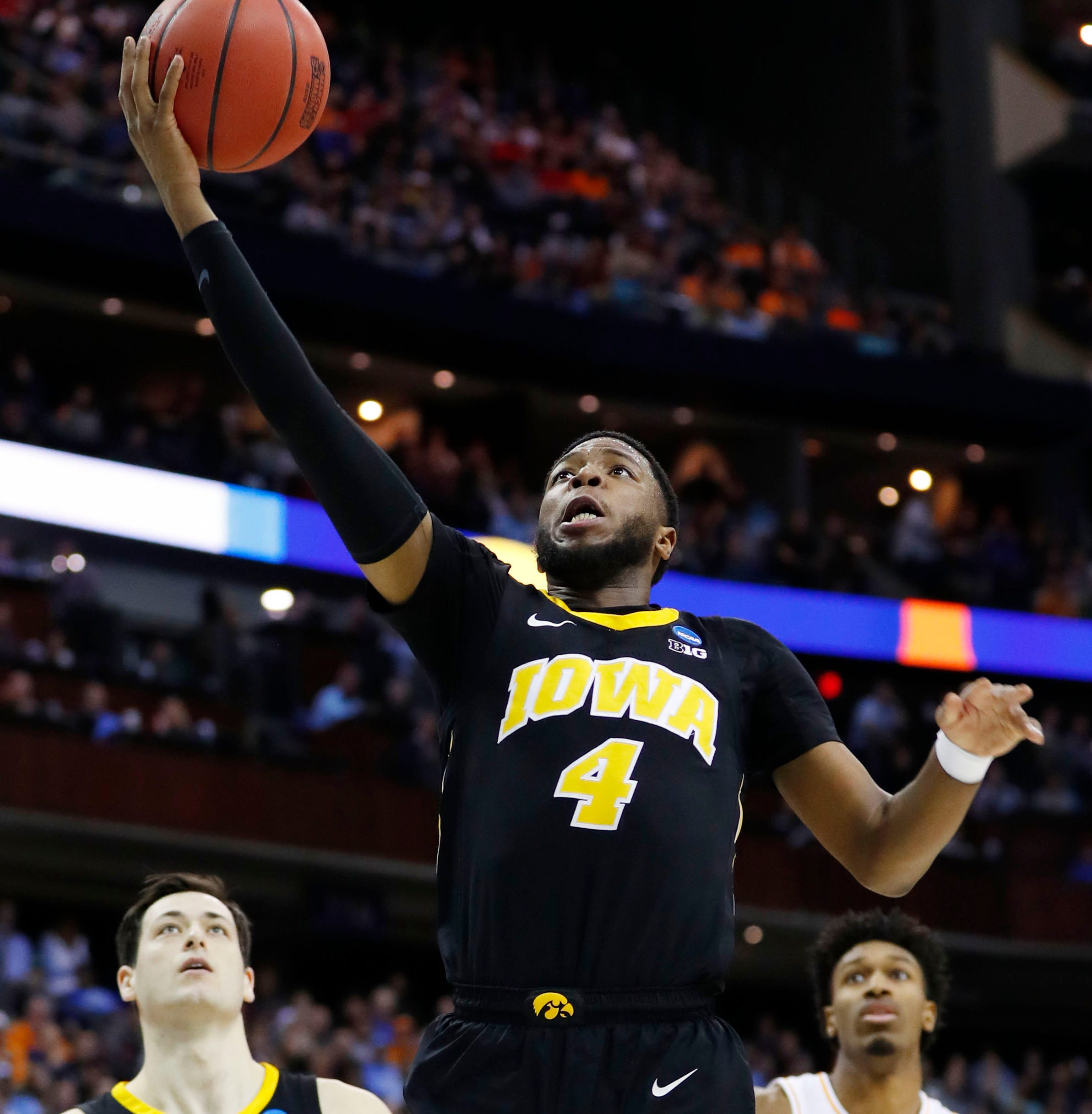 Isaiah Moss will transfer from Iowa Hawkeye basketball team