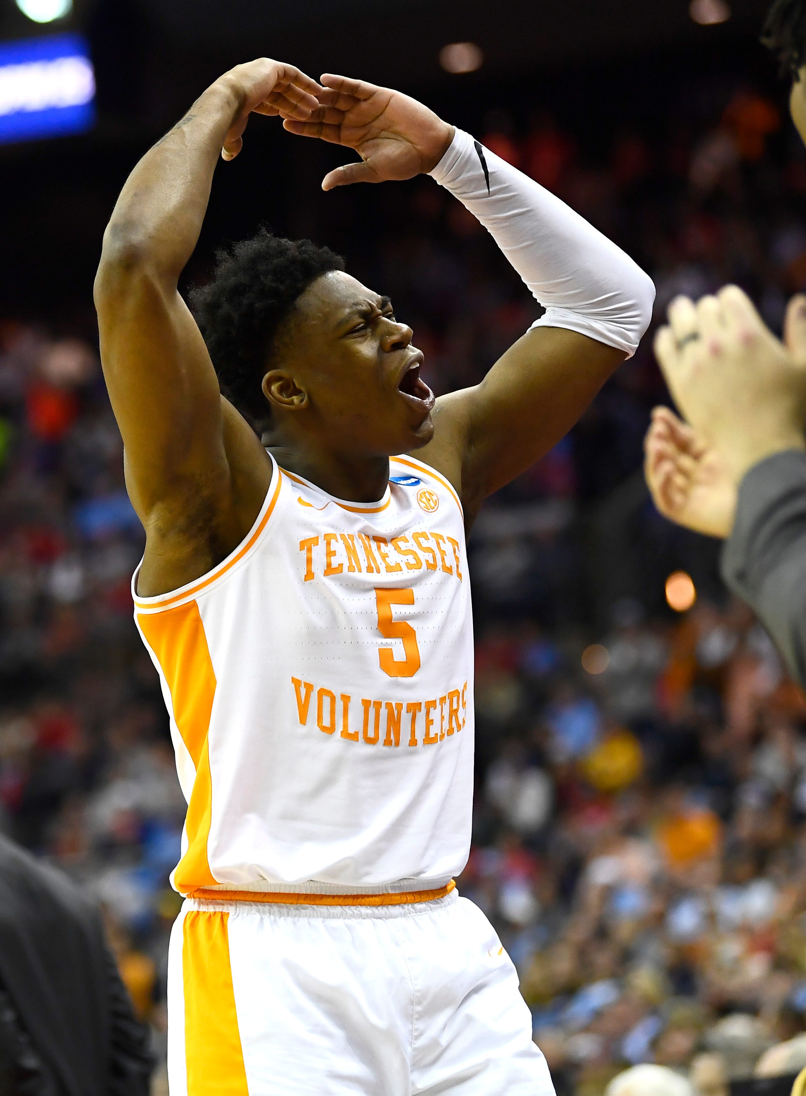 Why Tennessee senior leader Admiral Schofield did not play in OT against Iowa