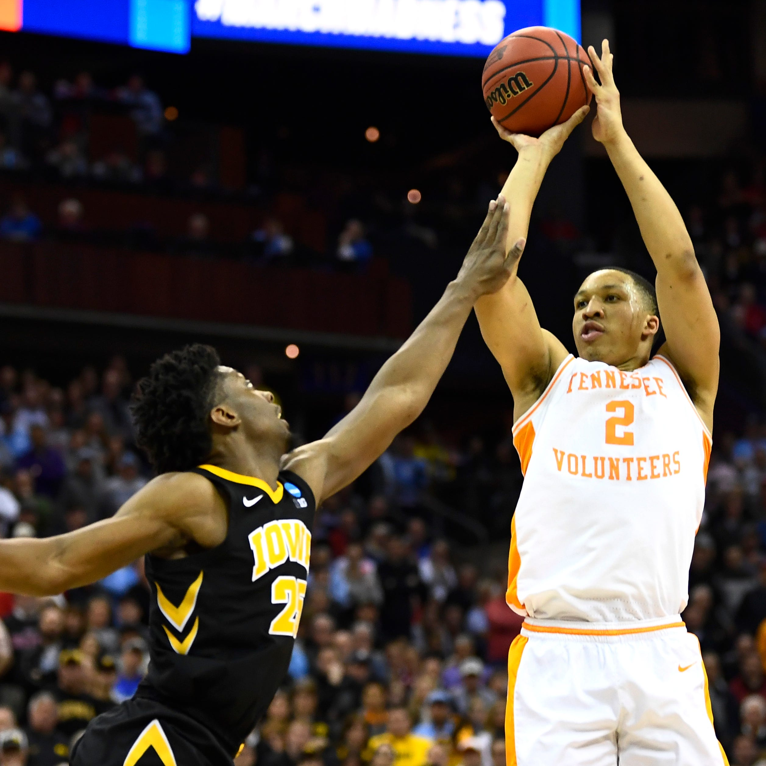 Tennessee basketball: Grant Williams enters NBA Draft but leaves door open to play senior season