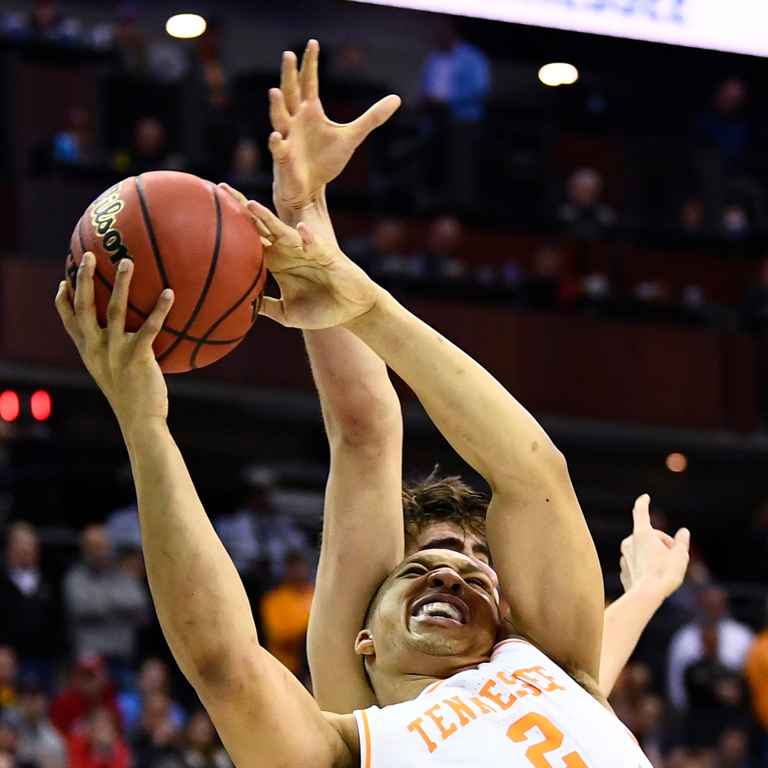 Grant Williams saves Tennessee basketball, Rick Barnes from a historic collapse