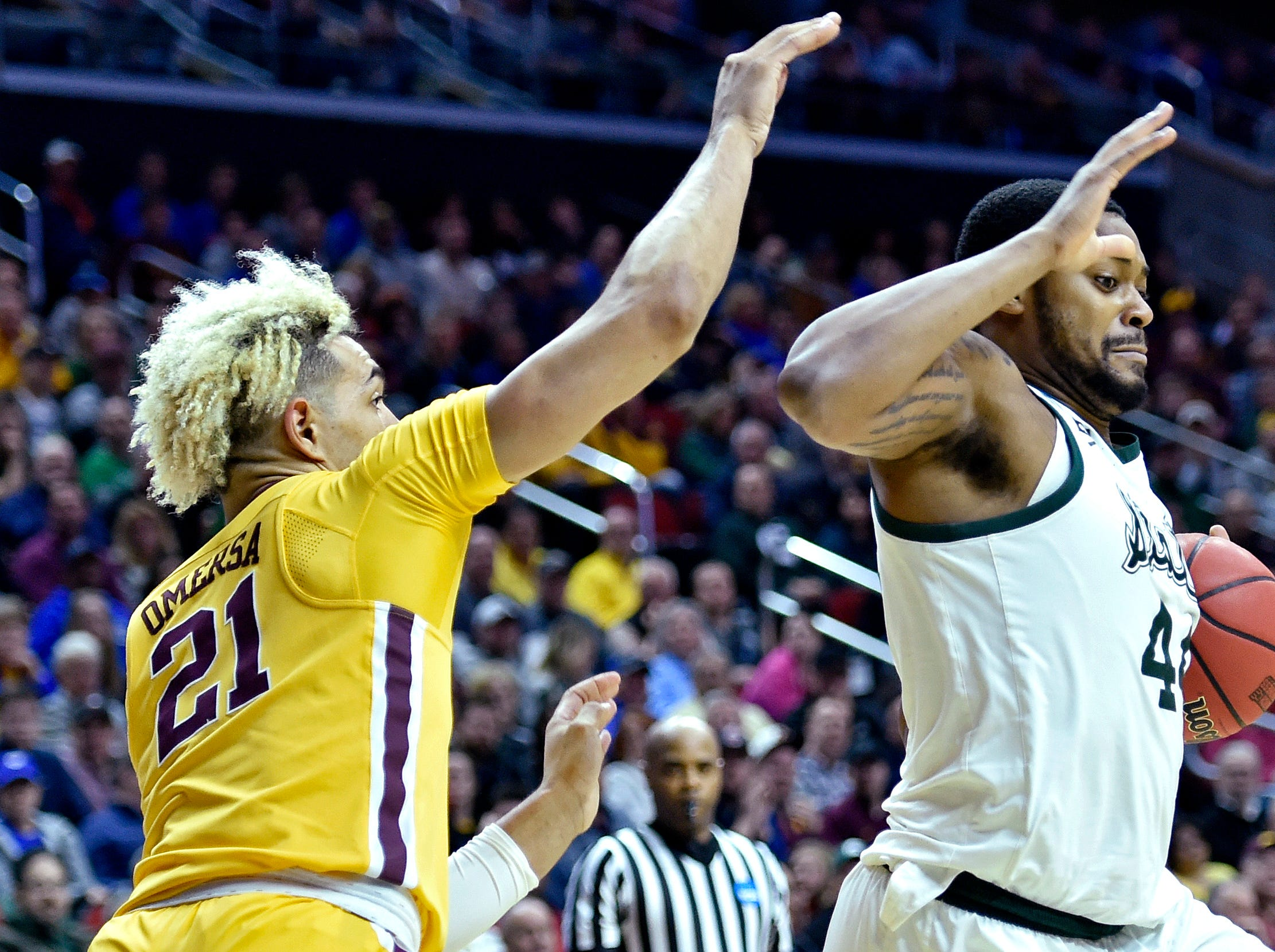 Mar 23, 2019; Des Moines, IA, United States; Michigan State Spartans forward Nick Ward (44) drives to the basket against Minnesota Golden Gophers forward Jarvis Omersa (21) during the first half in the second round of the 2019 NCAA Tournament at Wells Fargo Arena. Mandatory Credit: Jeffrey Becker-USA TODAY Sports