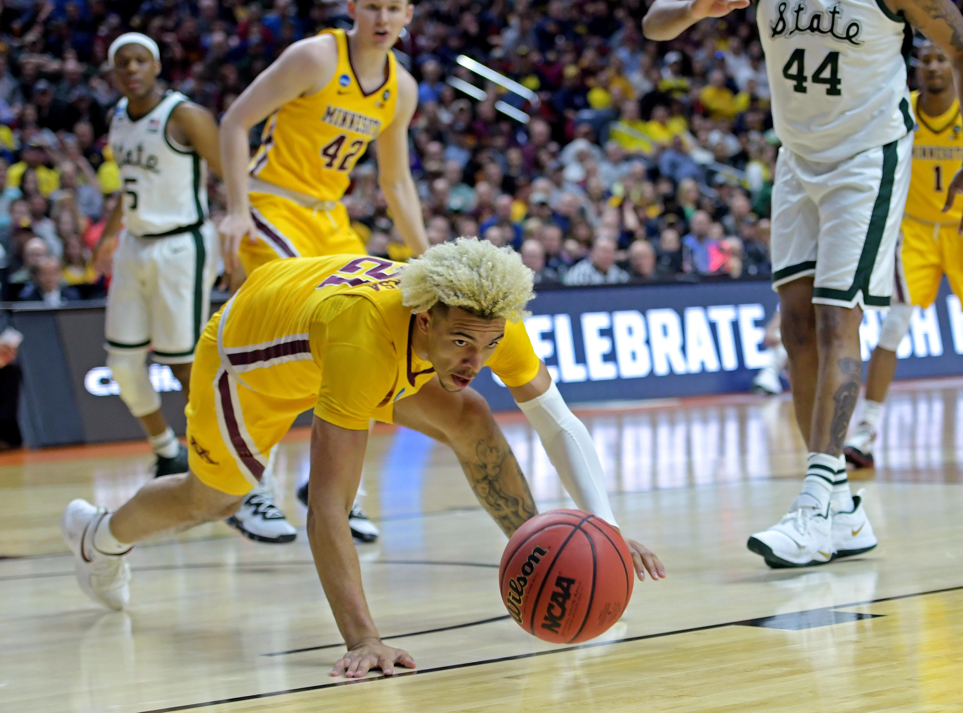 Mar 23, 2019; Des Moines, IA, United States; Minnesota Golden Gophers forward Jarvis Omersa (21) goes for a loose ball during the first half against the Michigan State Spartans in the second round of the 2019 NCAA Tournament at Wells Fargo Arena. Mandatory Credit: Steven Branscombe-USA TODAY Sports