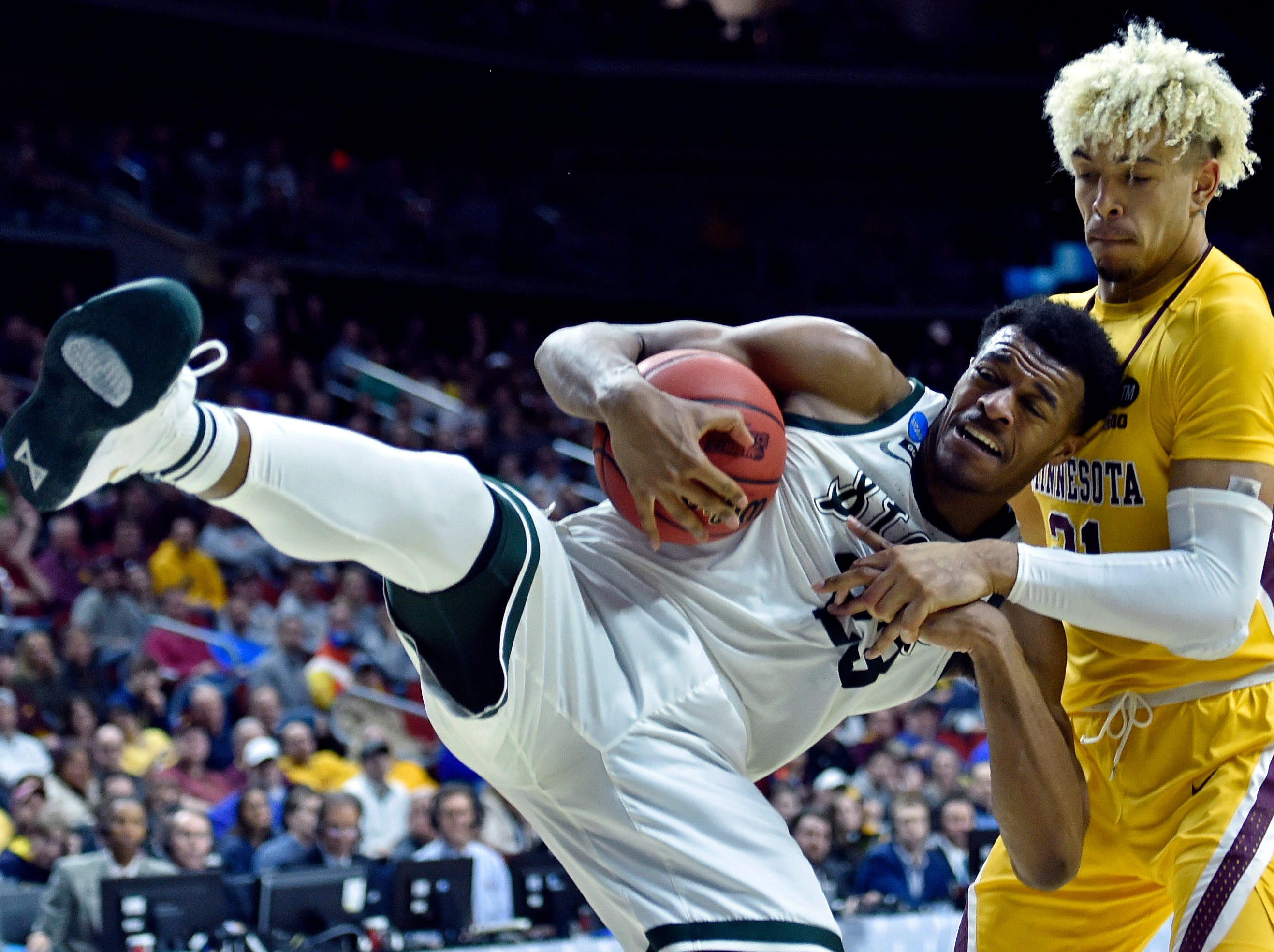 Mar 23, 2019; Des Moines, IA, United States; Michigan State Spartans forward Xavier Tillman (23) and Minnesota Golden Gophers forward Jarvis Omersa (21) go for a rebound during the second half in the second round of the 2019 NCAA Tournament at Wells Fargo Arena. Mandatory Credit: Jeffrey Becker-USA TODAY Sports