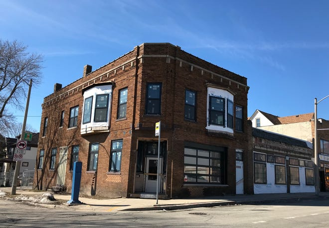 Triciclo Peru, selling empanadas and pisco cocktails, is due in spring at 3801 W. Vliet St. That's a couple doors down from Pete's Pops, the frozen-pop vendor that opened its storefront last year.