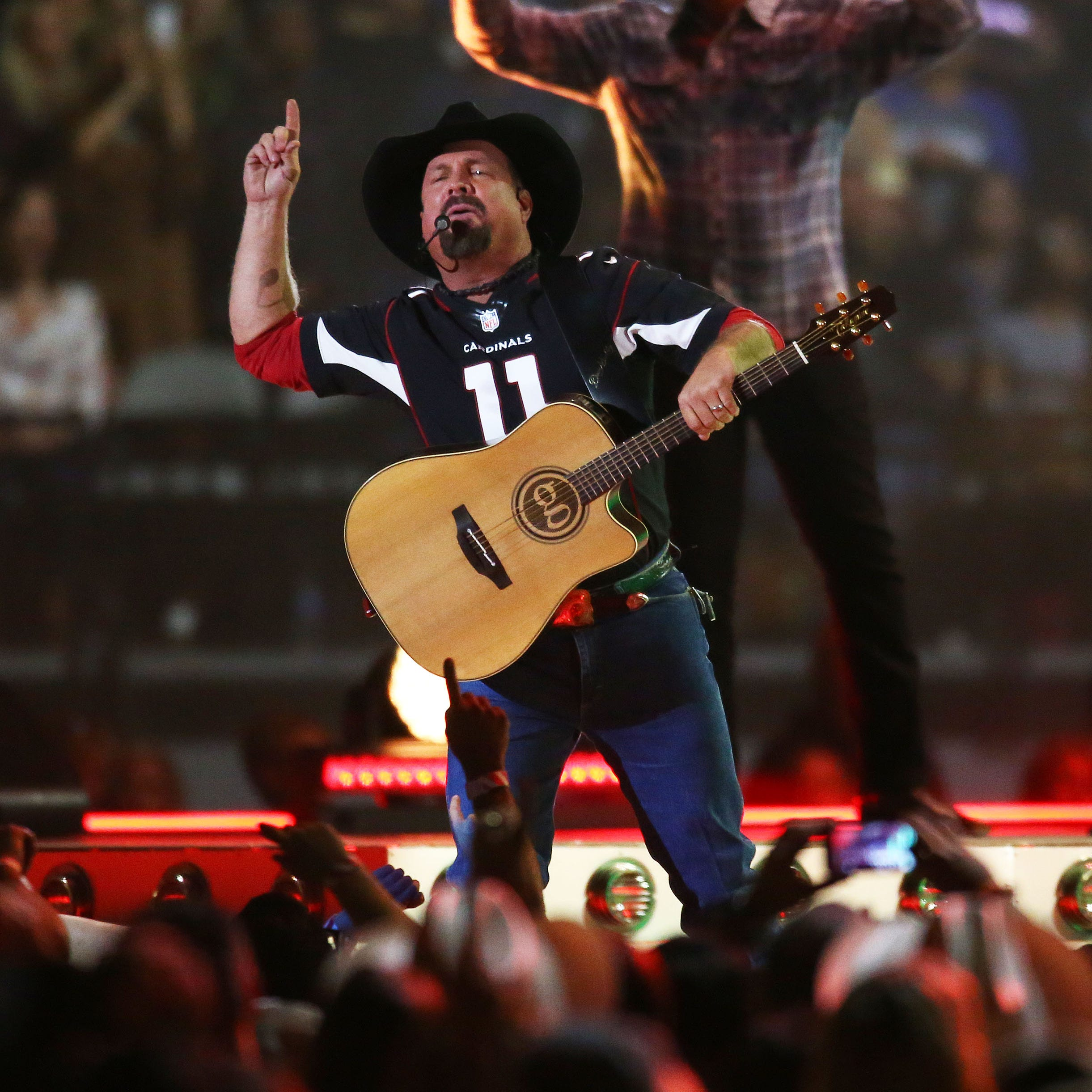 Garth Brooks thrills sellout crowd at State Farm Stadium with record-breaking concert