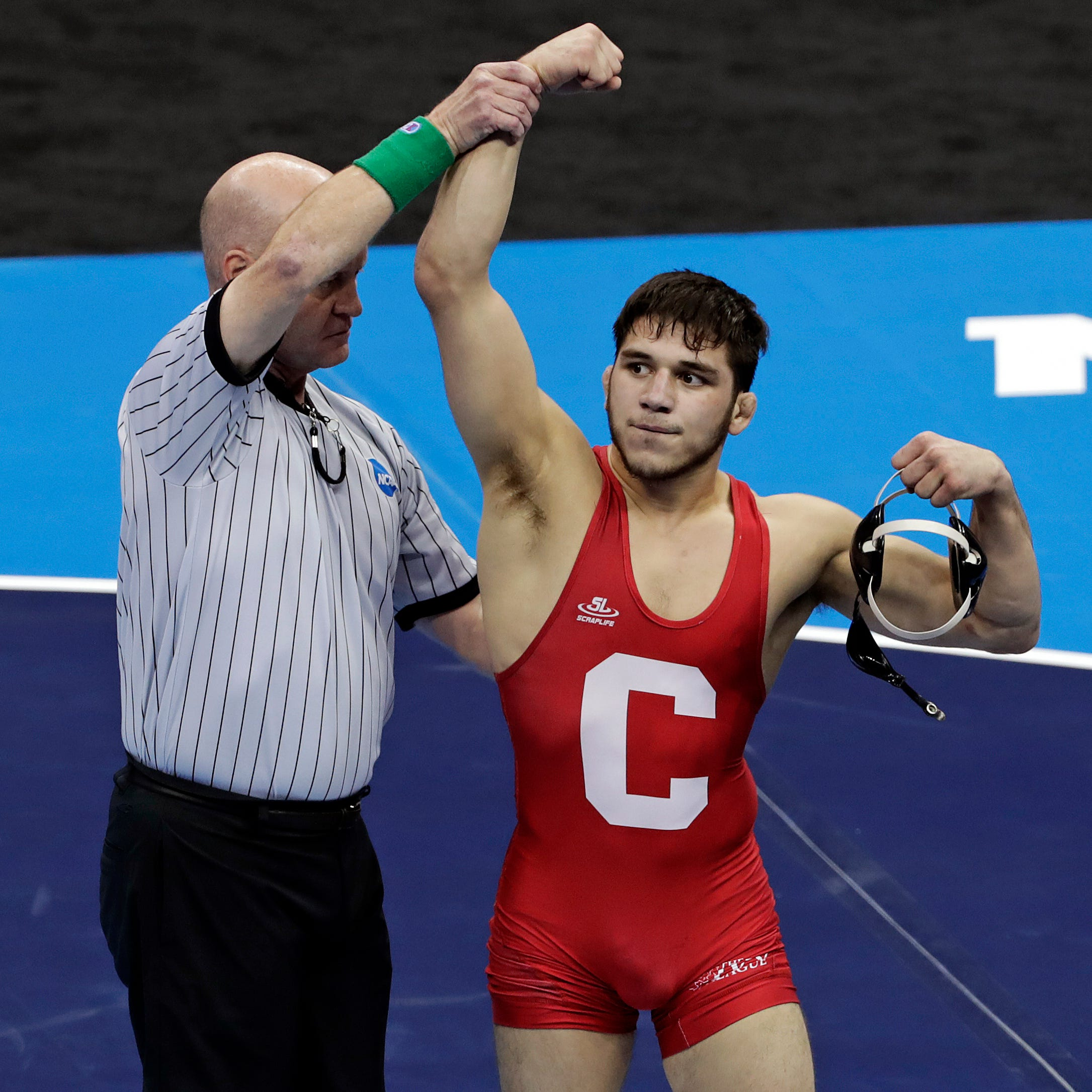 'The baddest dude in the world': Yianni Diakomihalis wins 2nd straight NCAA wrestling title