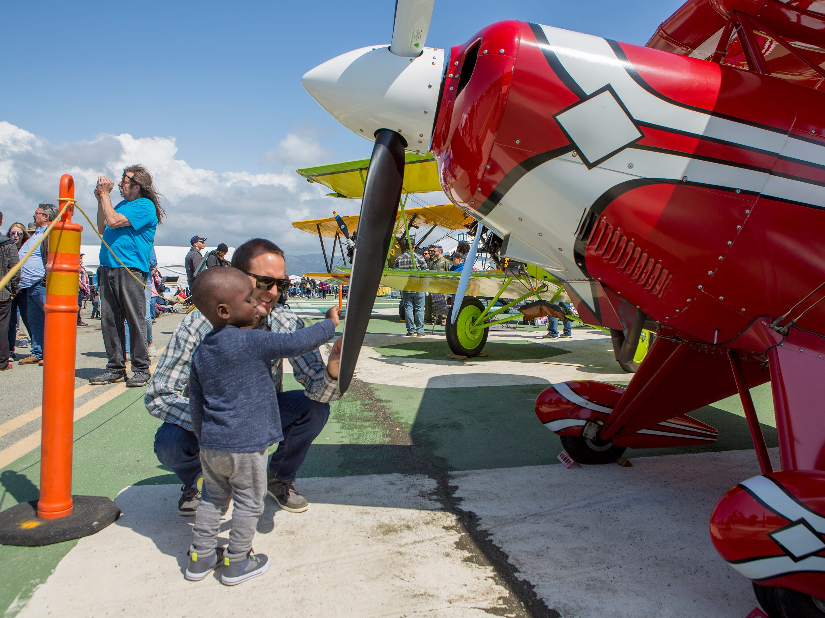 Brian Boitano and his son Augusto, 2, check out the propeller on a Pitts S-2B at the California International Airshow Salinas at the Salinas Airport on March 23, 2019. (Photo by David Royal)