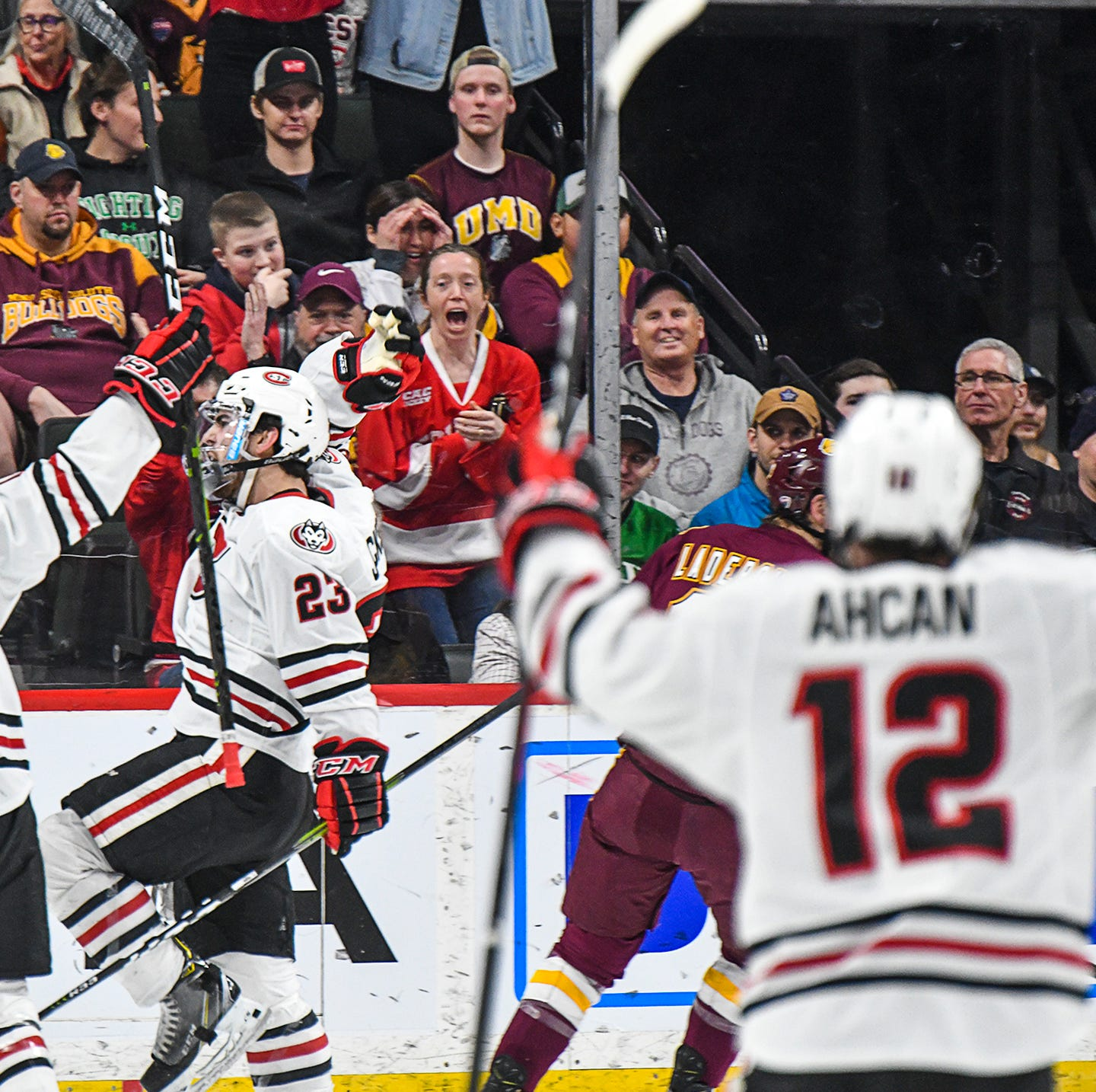 SCSU and UMD battle into the night in Frozen Faceoff final